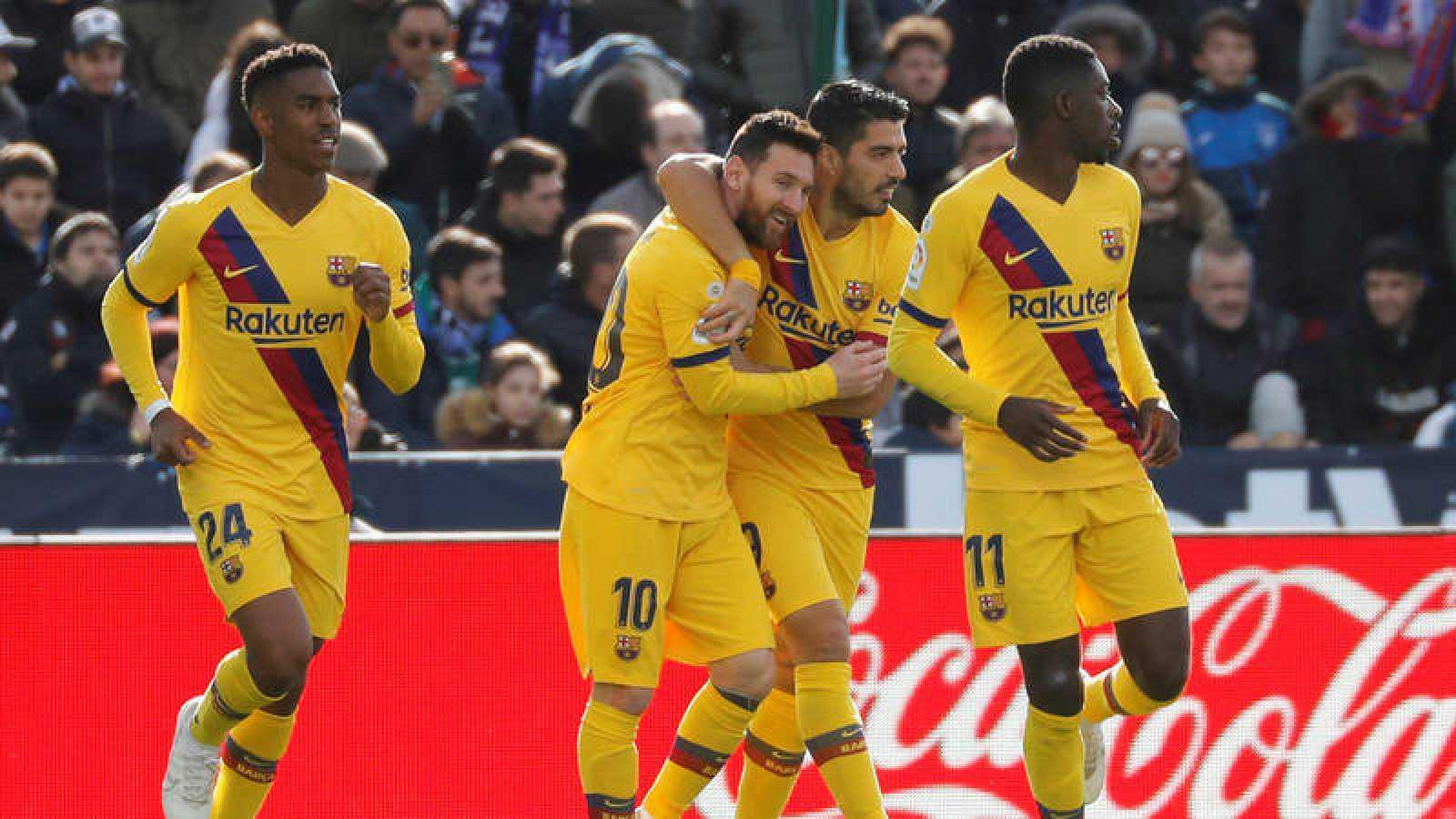 El delantero uruguayo del Barcelona Luis Suárez festeja su gol