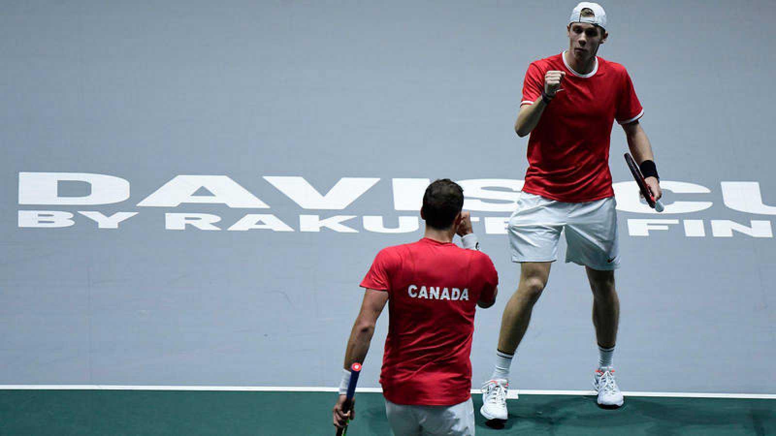 Pospisil y Shapovalov, en el dobles final contra Rusia.