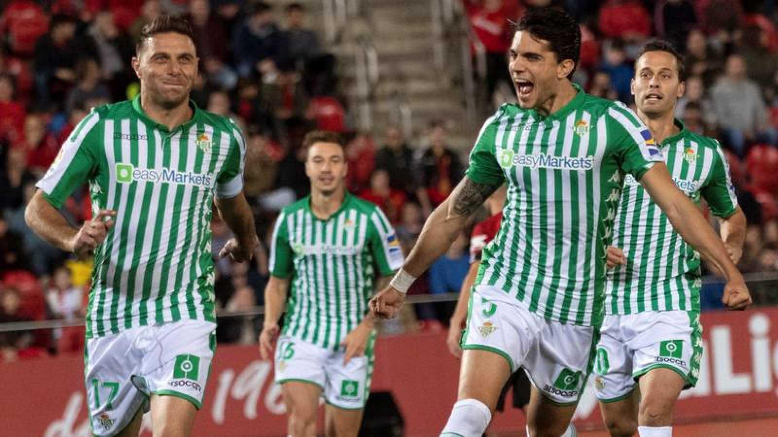 El Betis confirma su mejoría venciendo en Mallorca