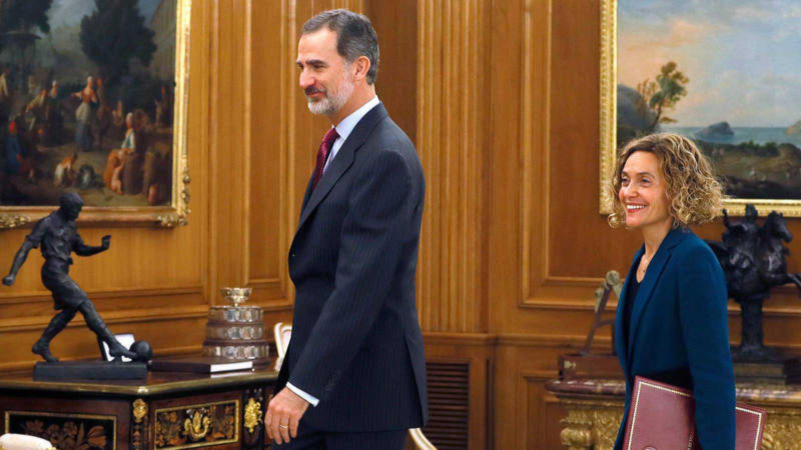 El rey Felipe VI y la presidenta del Congreso, MeritxellBatet, en el palacio de La Zarzuela