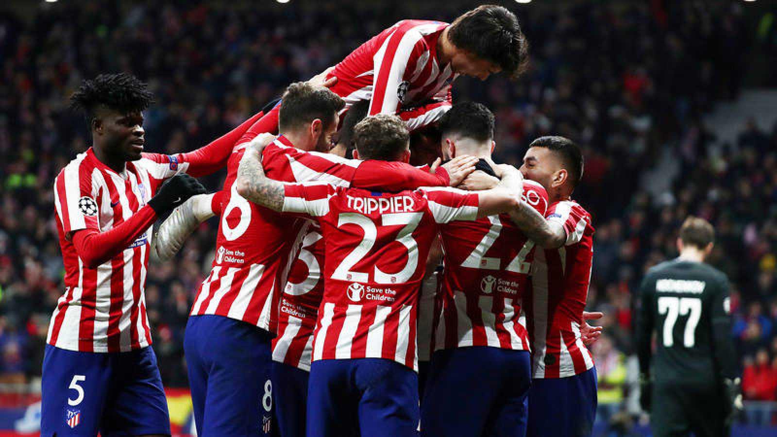 Los jugadores del Atlético de Madrid celebran el gol de Felipe.