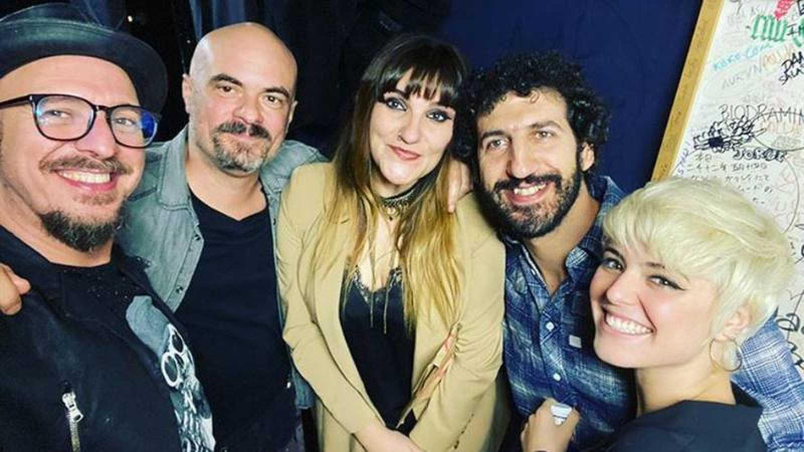 Marwan, Rozalén, Alba Reche, Lucas Pez e Ismael Guijarro en la sala Galileo Galilei