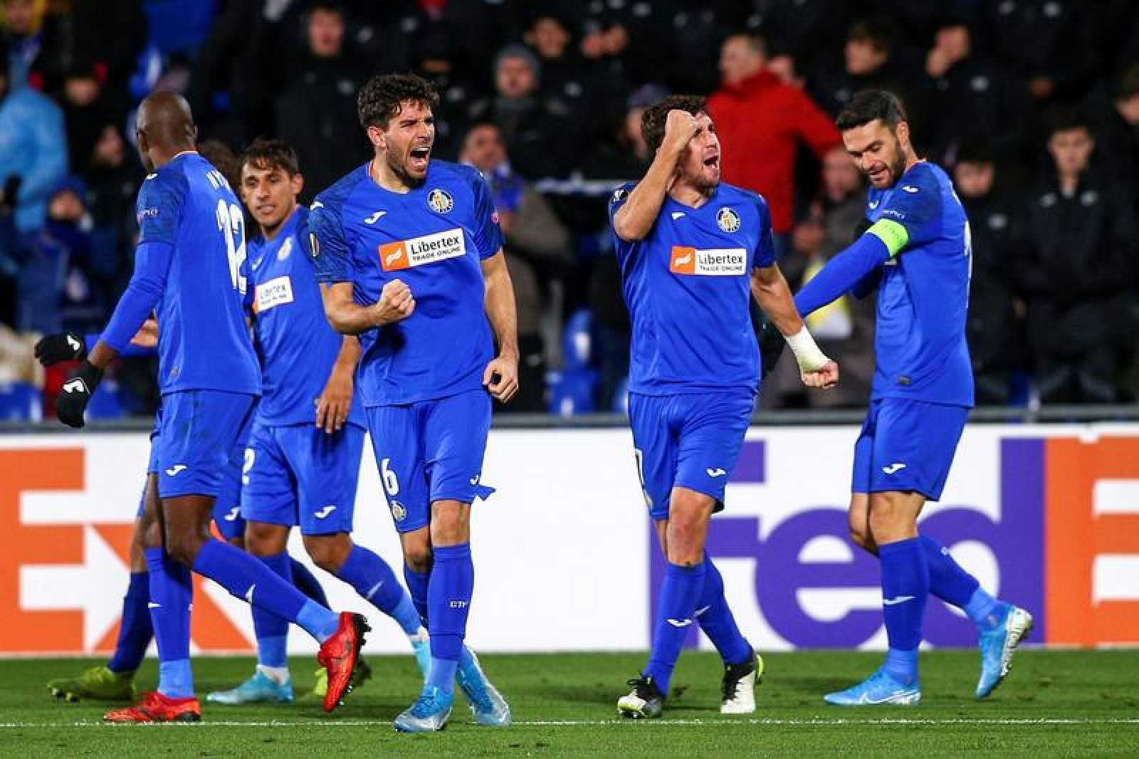 Leandro Cabrera (3d) celebra su gol, primero de su equipo ante el FK Krasnodar.