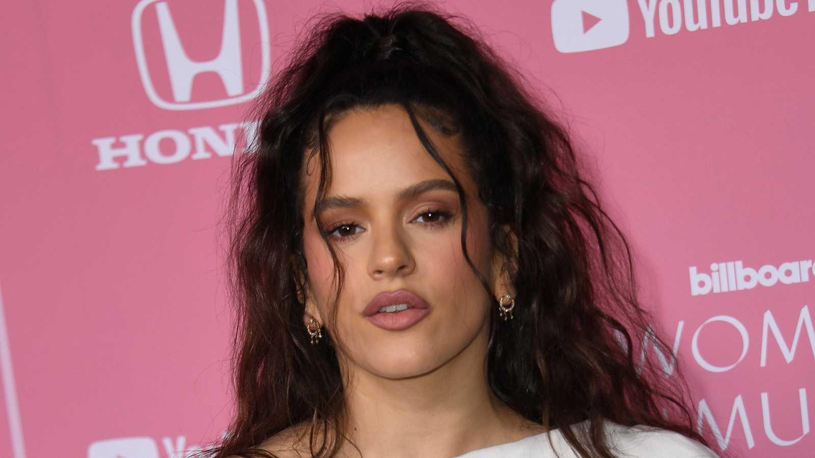 Rosalía a su llegada a la alfombra roja de los premios Billboard Women in Music anoche en Los Ángeles.