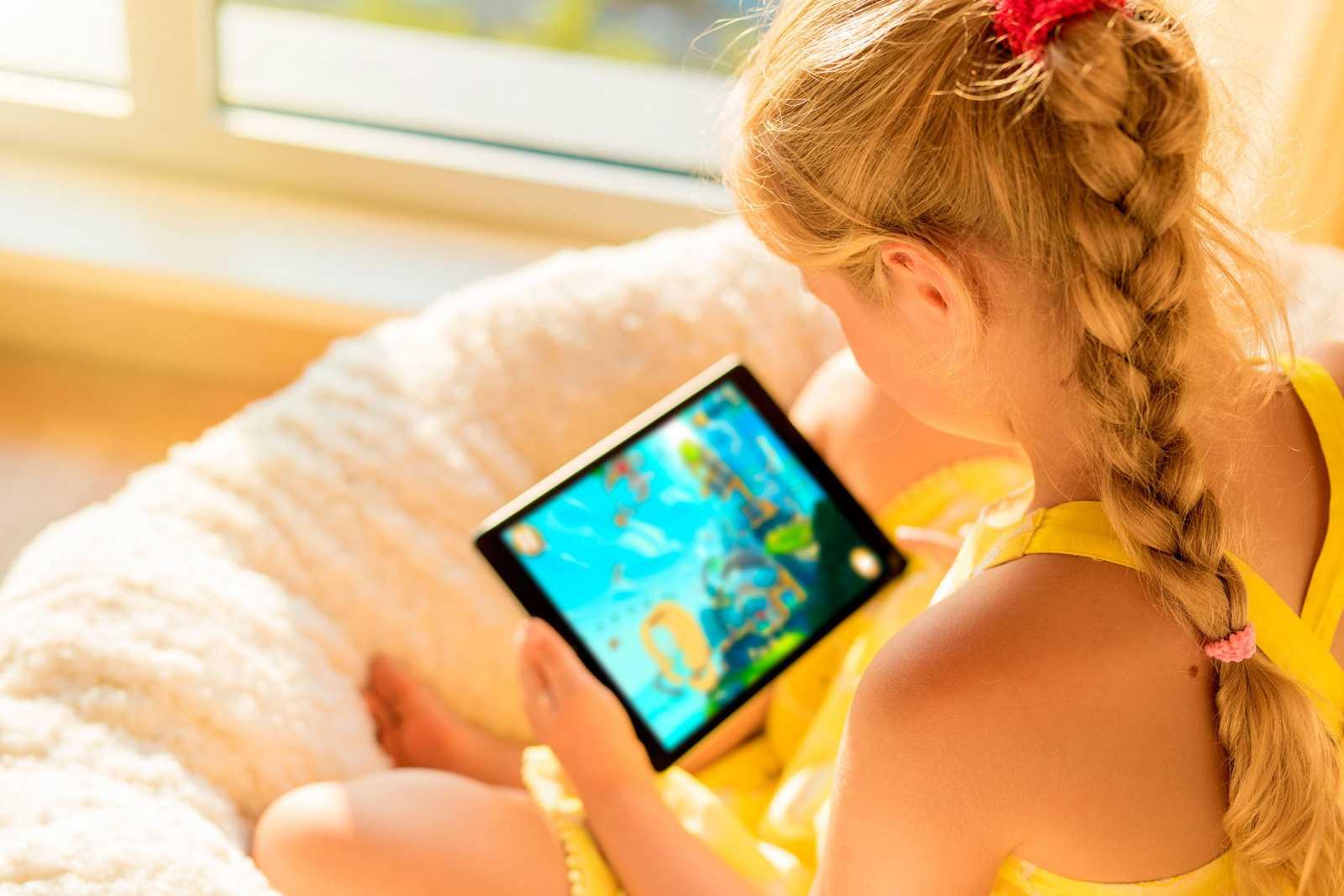 Alrededor del 30% de los niños menores de 8 años usa el móvil todos los días.