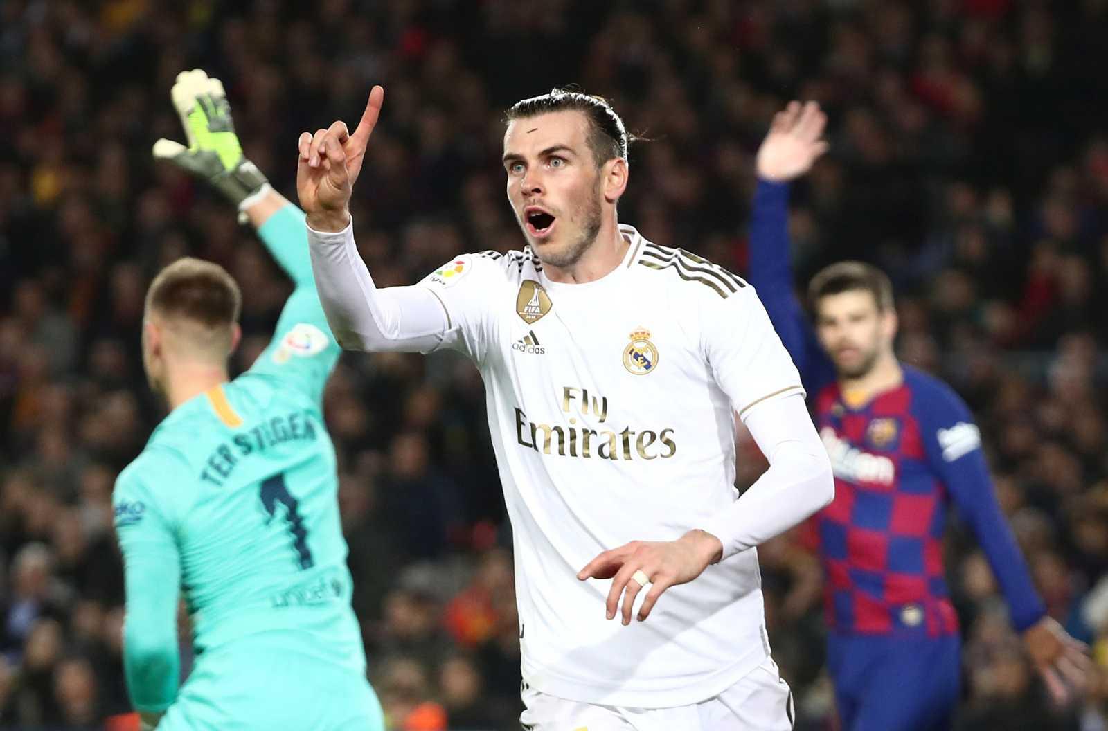 Gareth Bale se lamenta al ver su gol anulado en el Clásico del Camp Nou.