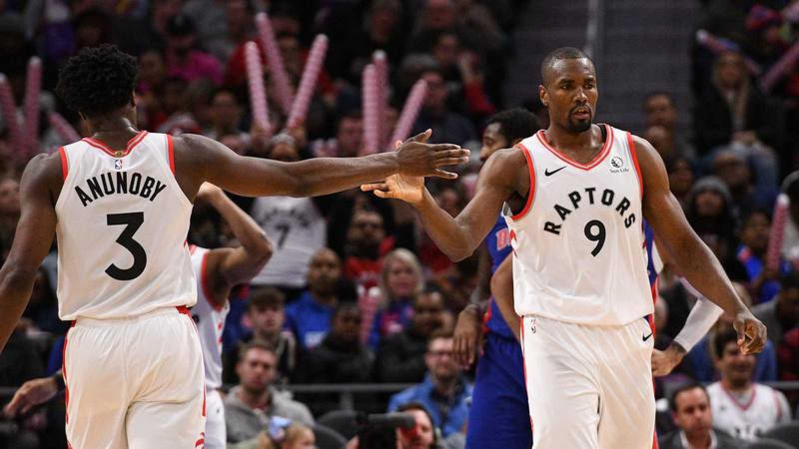 Serge Ibaka logra un doble-doble en la victoria de los Raptors ante los Wizards.