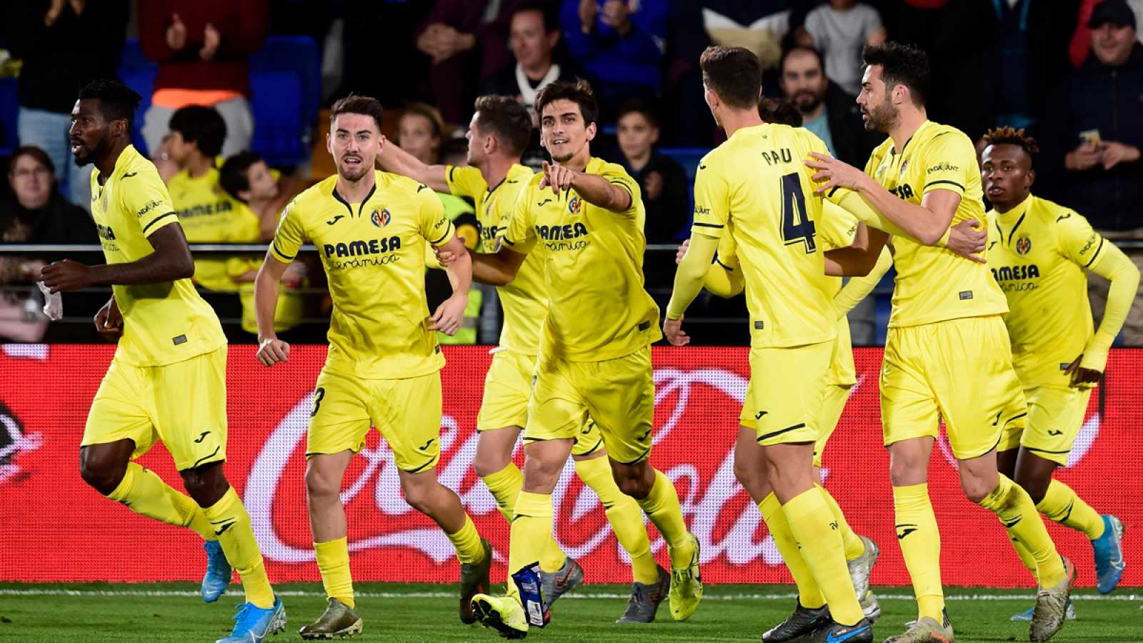 Moi Gómez celebra con sus compañeros el tanto
