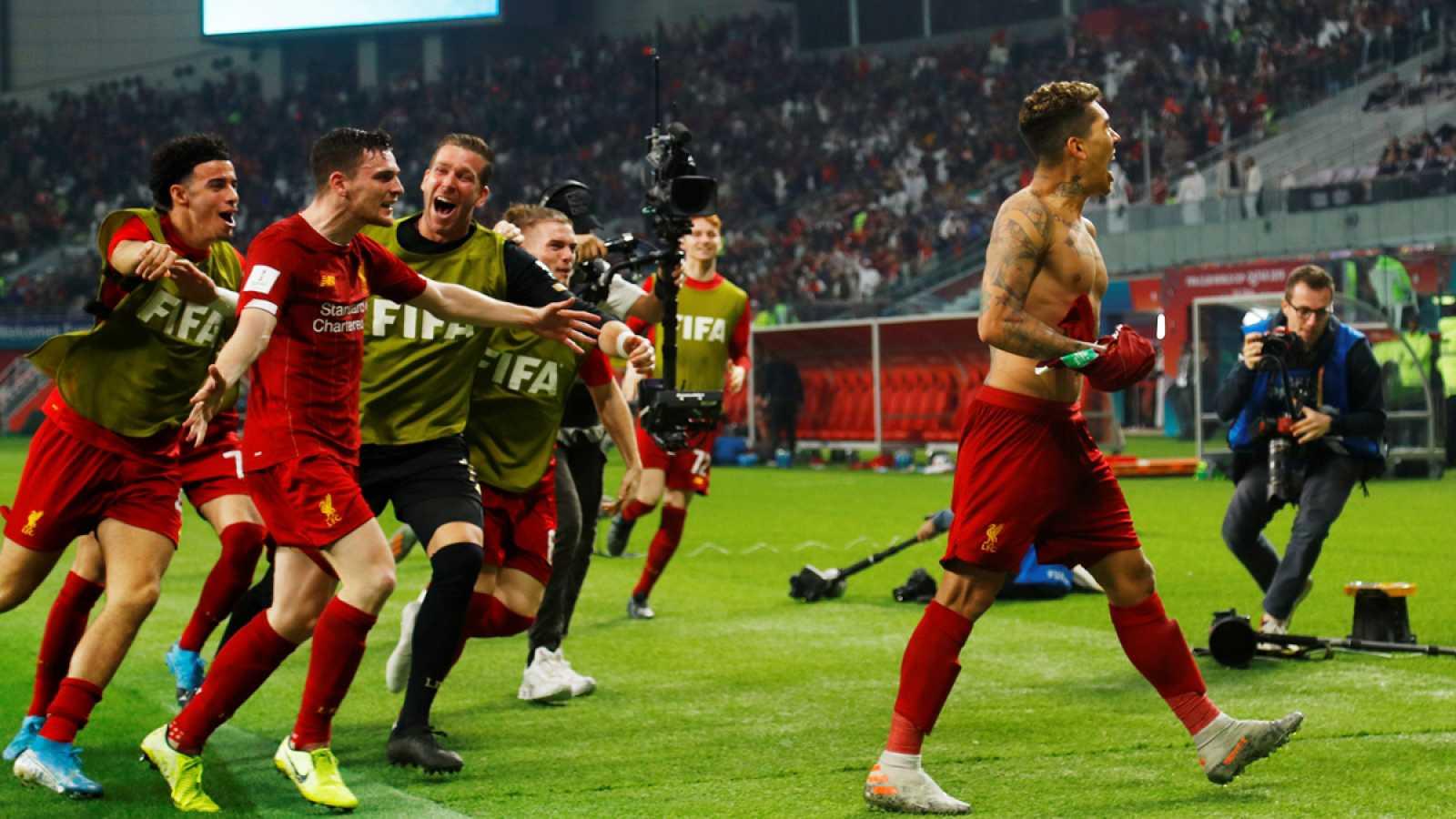 Firmino celebra el tanto que convirtió al Liverpool en campeón del mundo