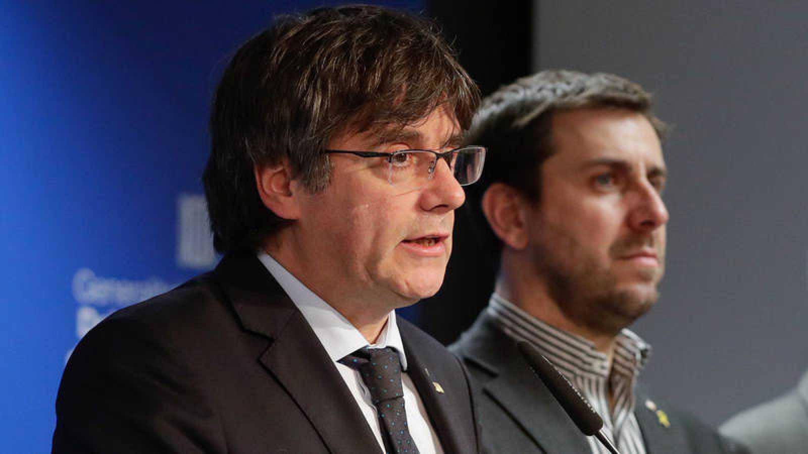 Puigdemont y Comín durante una rueda de prensa en Bruselas