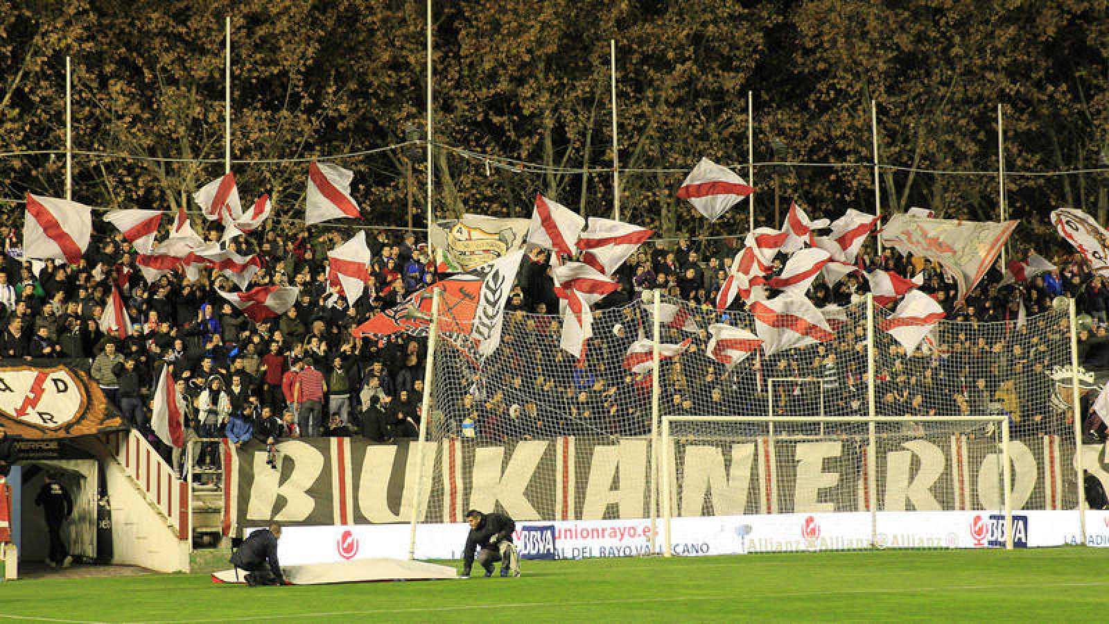 Tribuna del estadio de Vallecas durante un partido del Rayo de 2014