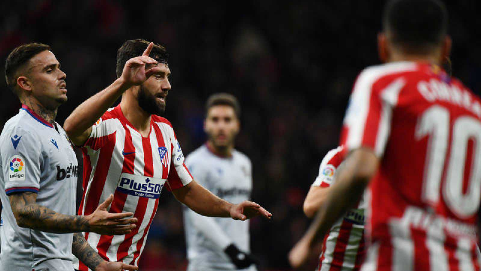 El jugador del Atlético de Madrid, Felipe celebra su tanto ante el Levante