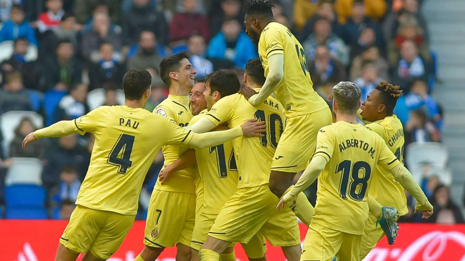 Santi Cazorla celebra el gol con sus compañeros