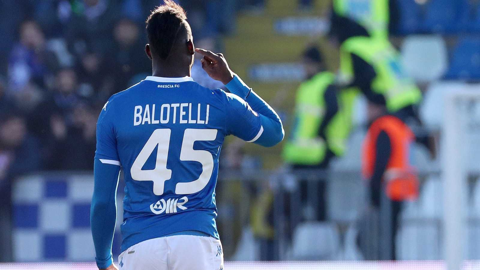 Mario Balotelli celebra su gol