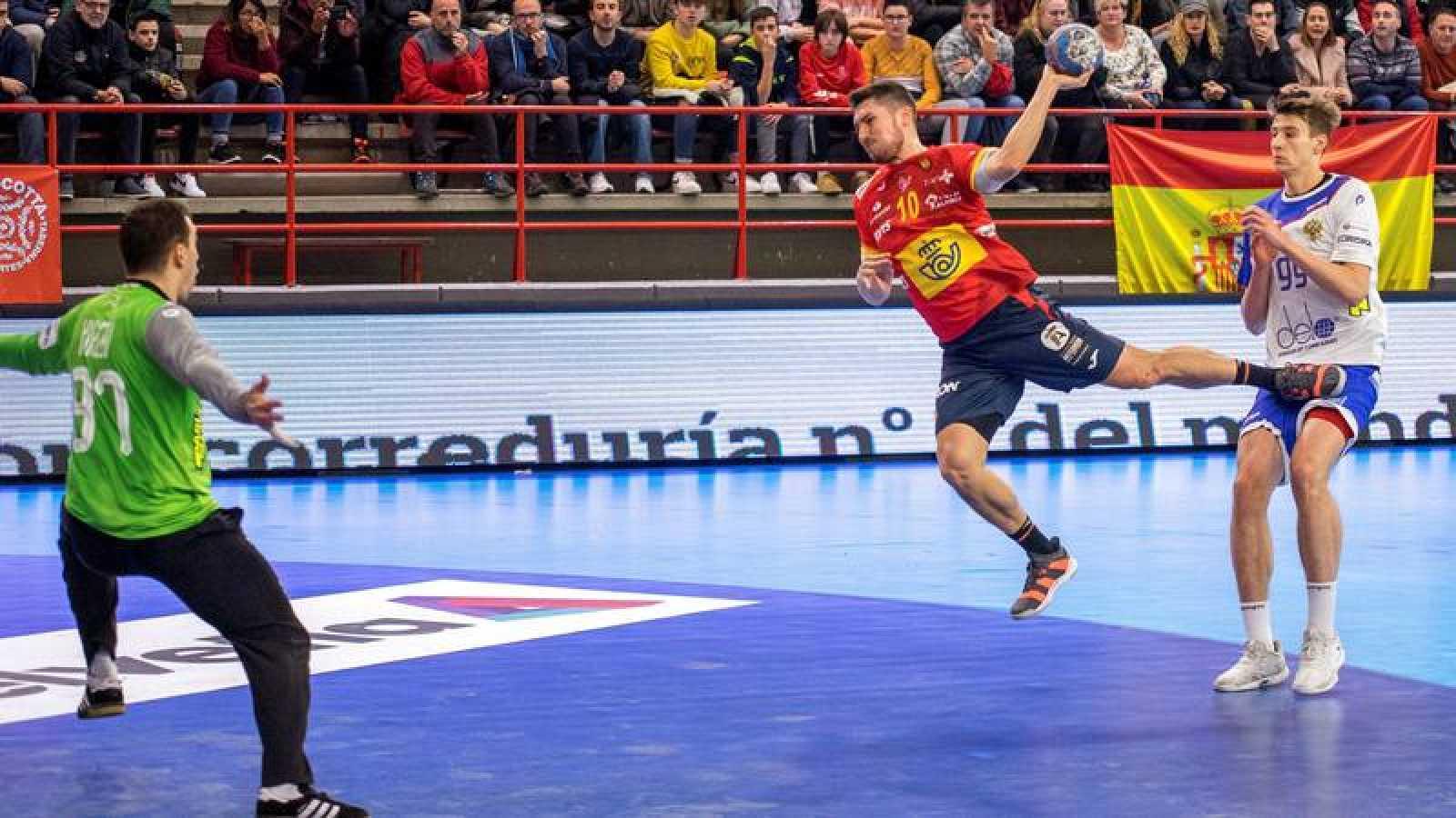 Un momento del partido amistoso entre España y Rusia previo al Europeo de Austria, Noruega y Suecia.
