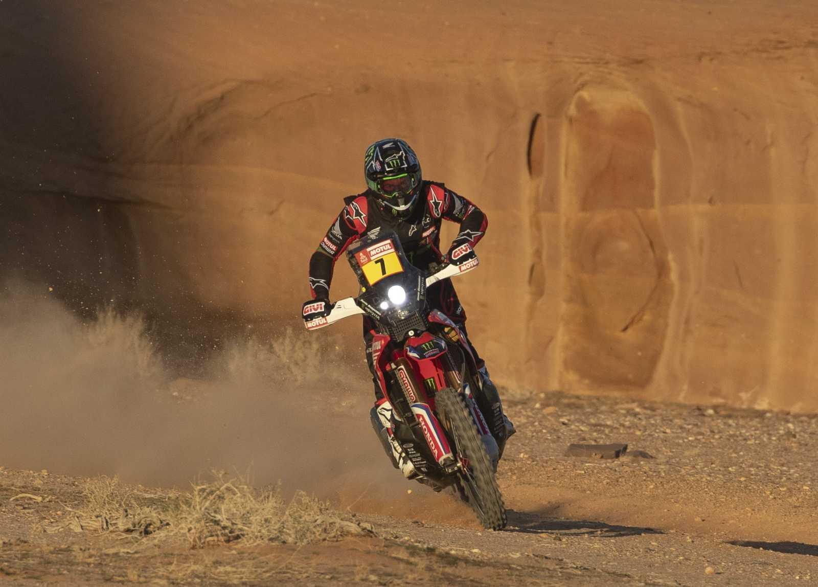 El argentino Kevin Benavides (Honda) ha sido el definitivo vencedor de la séptima etapa del Dakar.