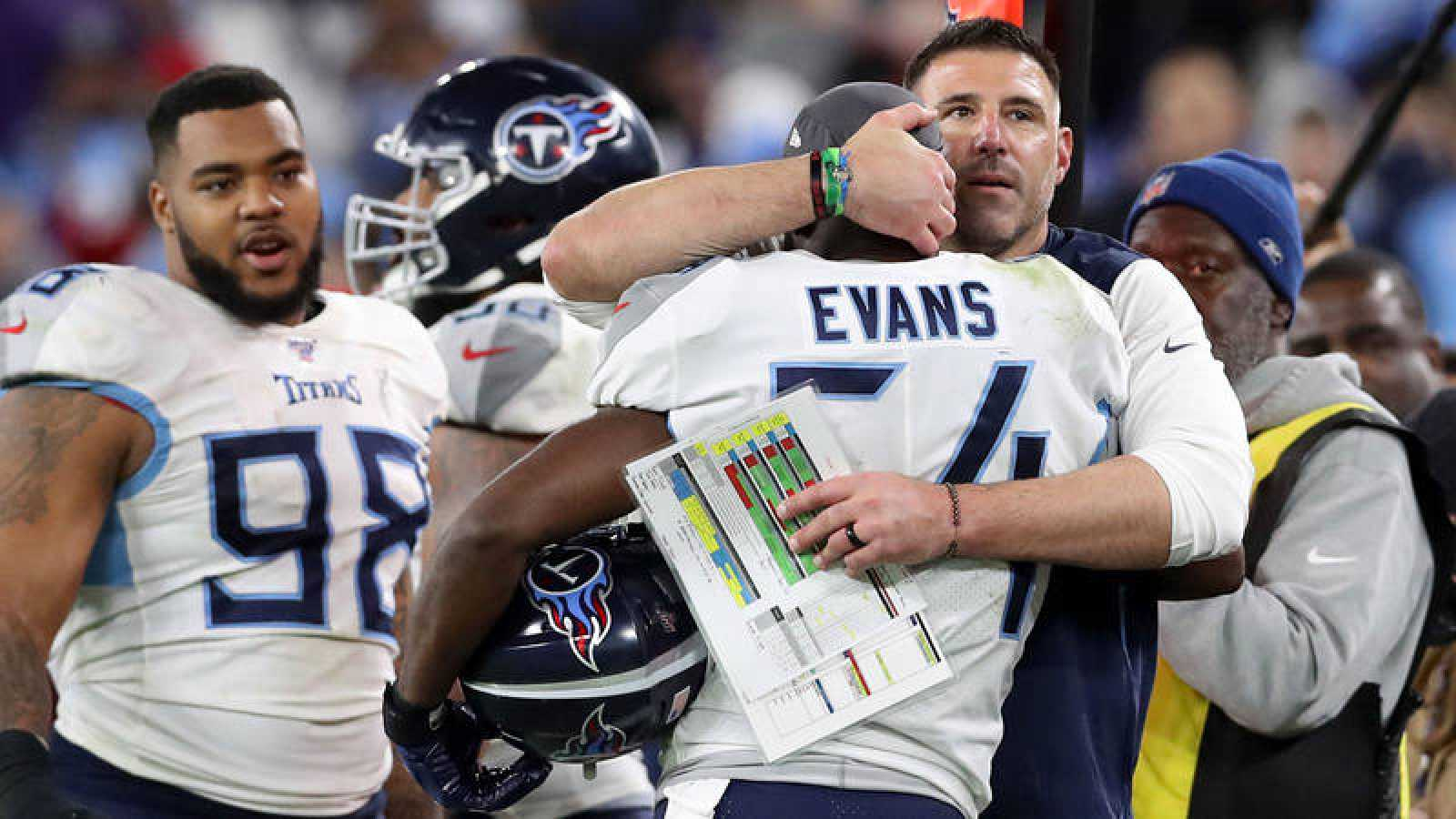 Los jugadores de los Titans celebran la victoria sobre Baltimore.