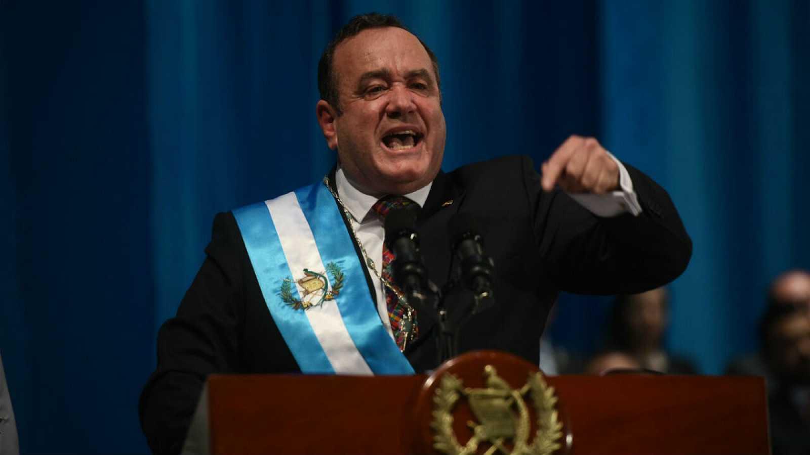 El nuevo mandatario guatemalteco ha dado su discurso como líder tras ser investido en el teatro nacional de Guatemala.
