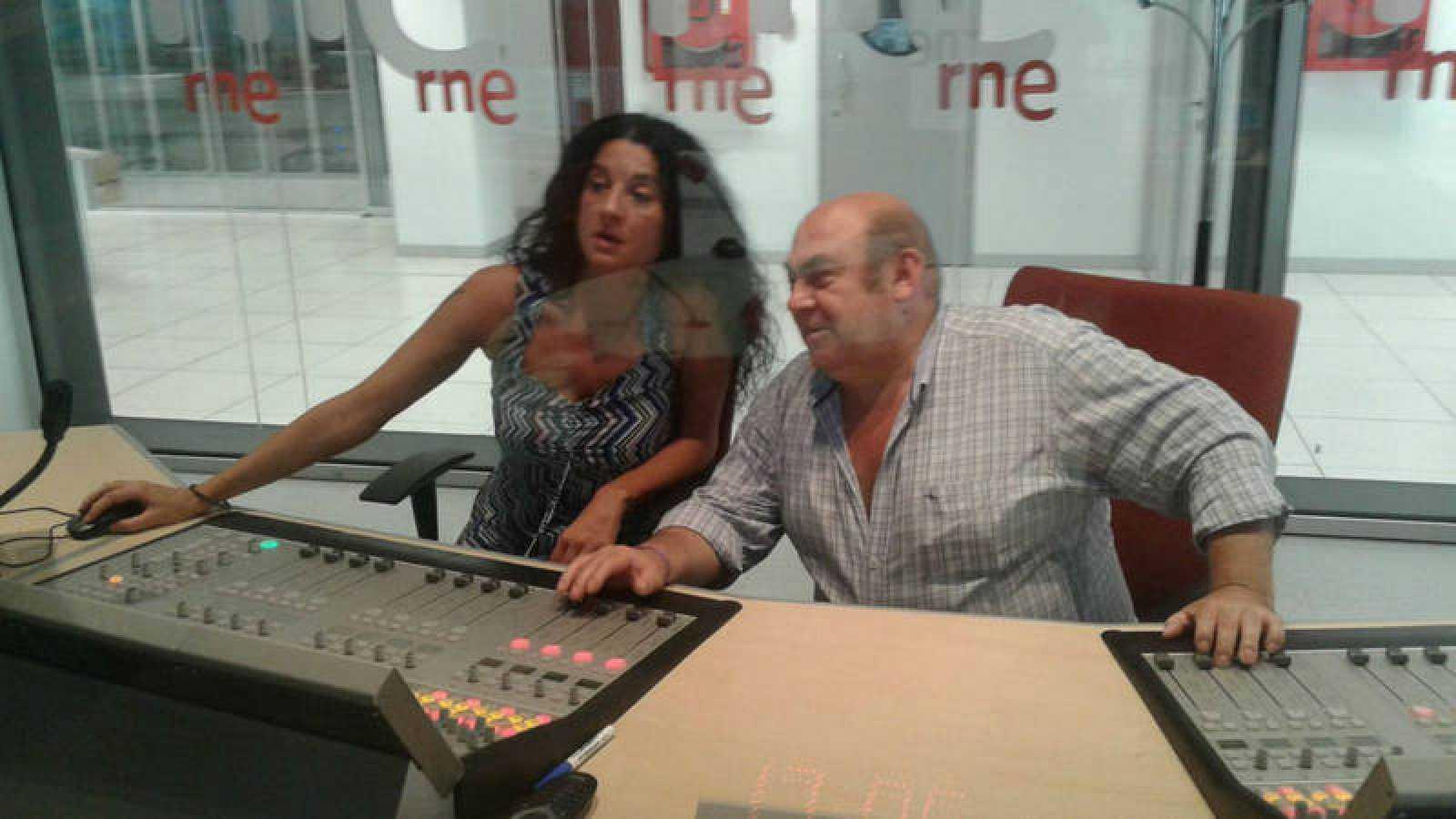 Cristina Sánchez y Paco Fernández durante la grabación de 'Países en conflicto'