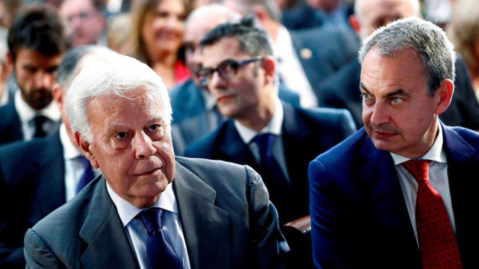 Los expresidentes del Gobierno Felipe González y José Luis Rodríguez Zapatero