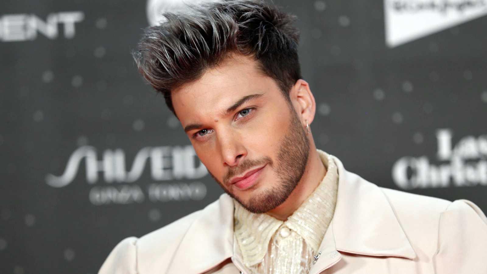 Blas Cantó se baja del escenario en plena actuación de Eurovisión y le hace una felación a un espectador