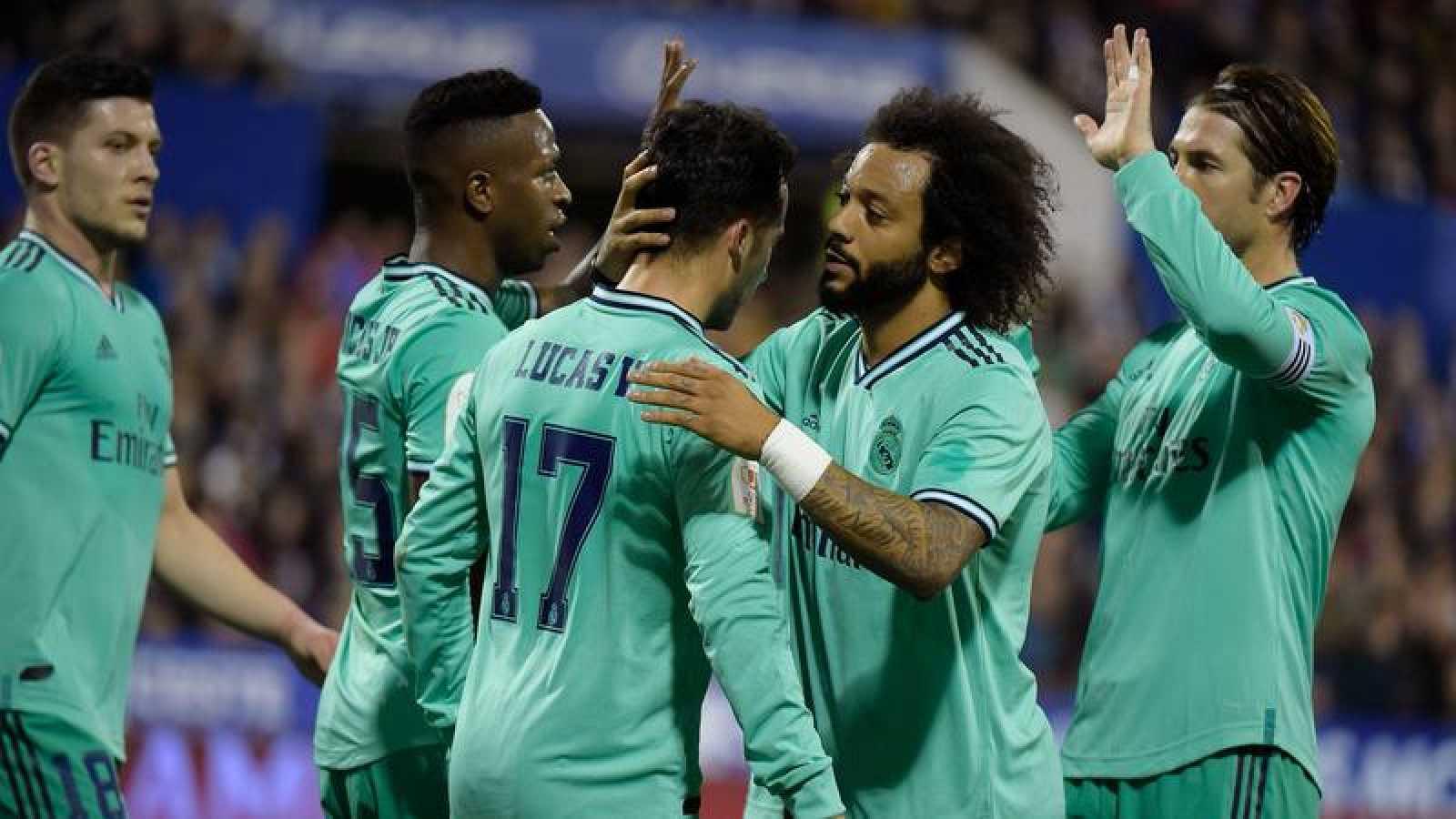 El Real Madrid celebra el gol de Lucas Vázquez durante el partido contra el Zaragoza
