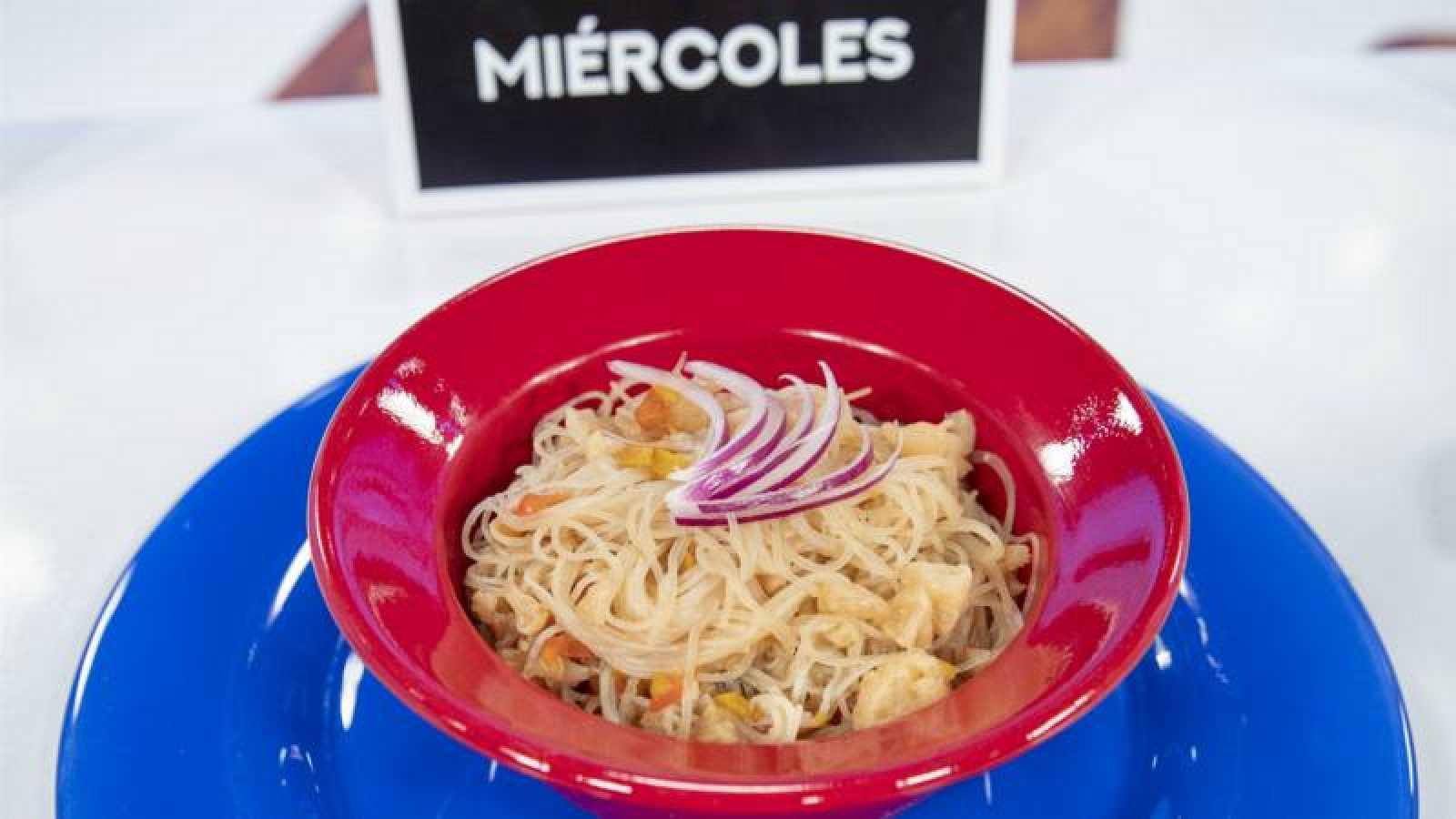 Sopa de miso y verduras con fideos de arroz