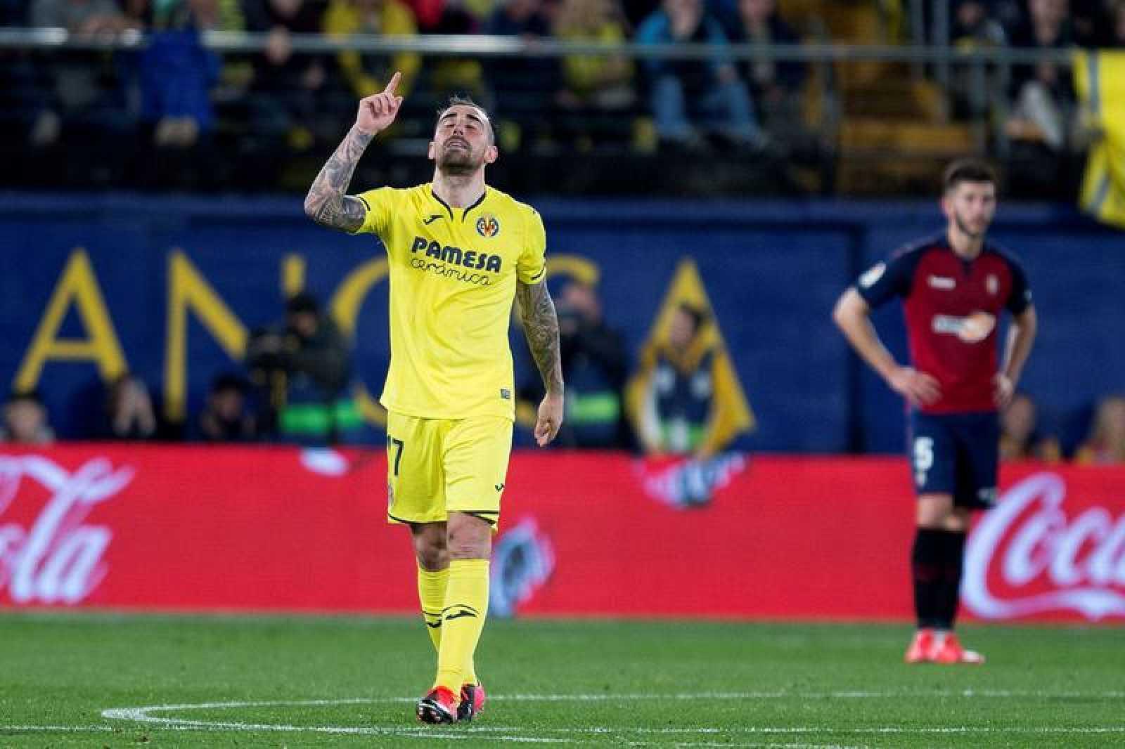 Alcácer celebra su primer gol con el Villarreal