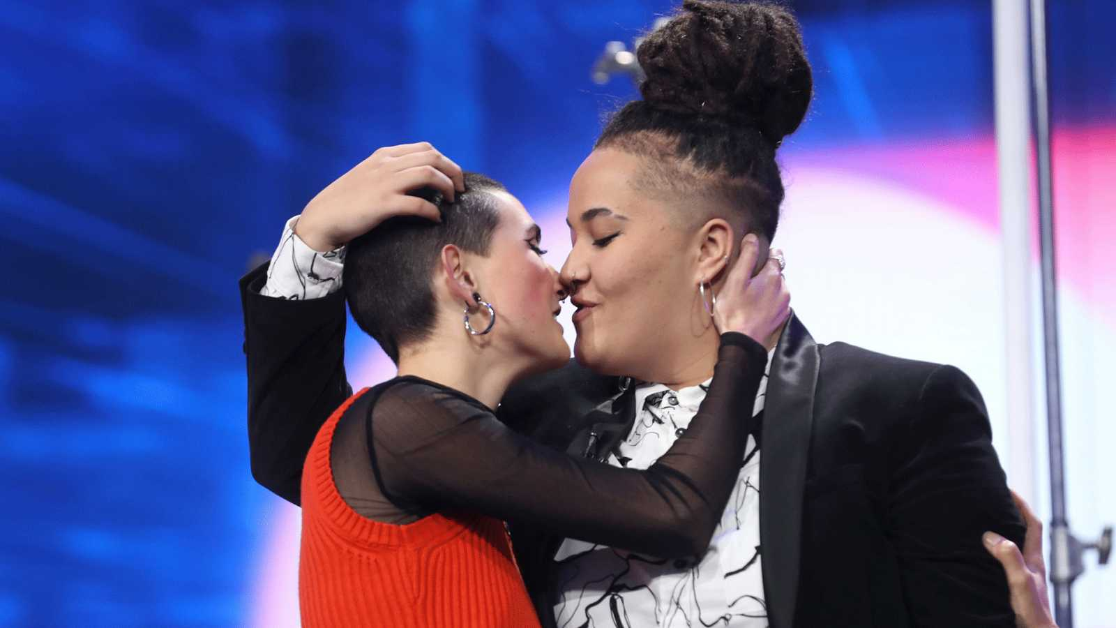 Eli se besa con su novia antes de abandonar la Academia de OT 2020
