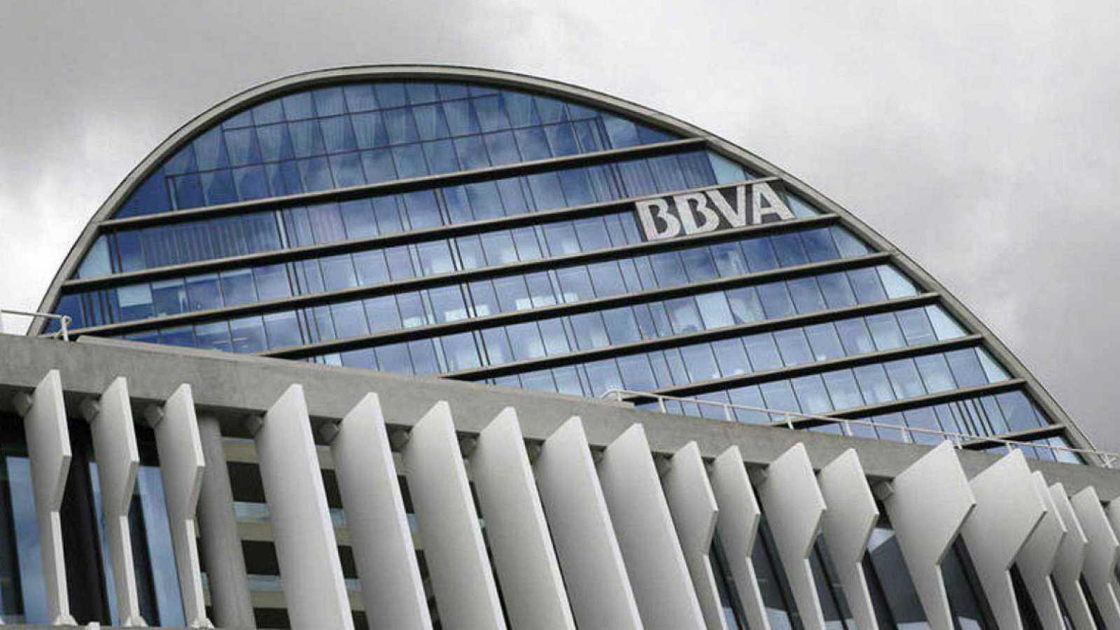 El juez cifra en 10 millones los pagos del BBVA a Villarejo