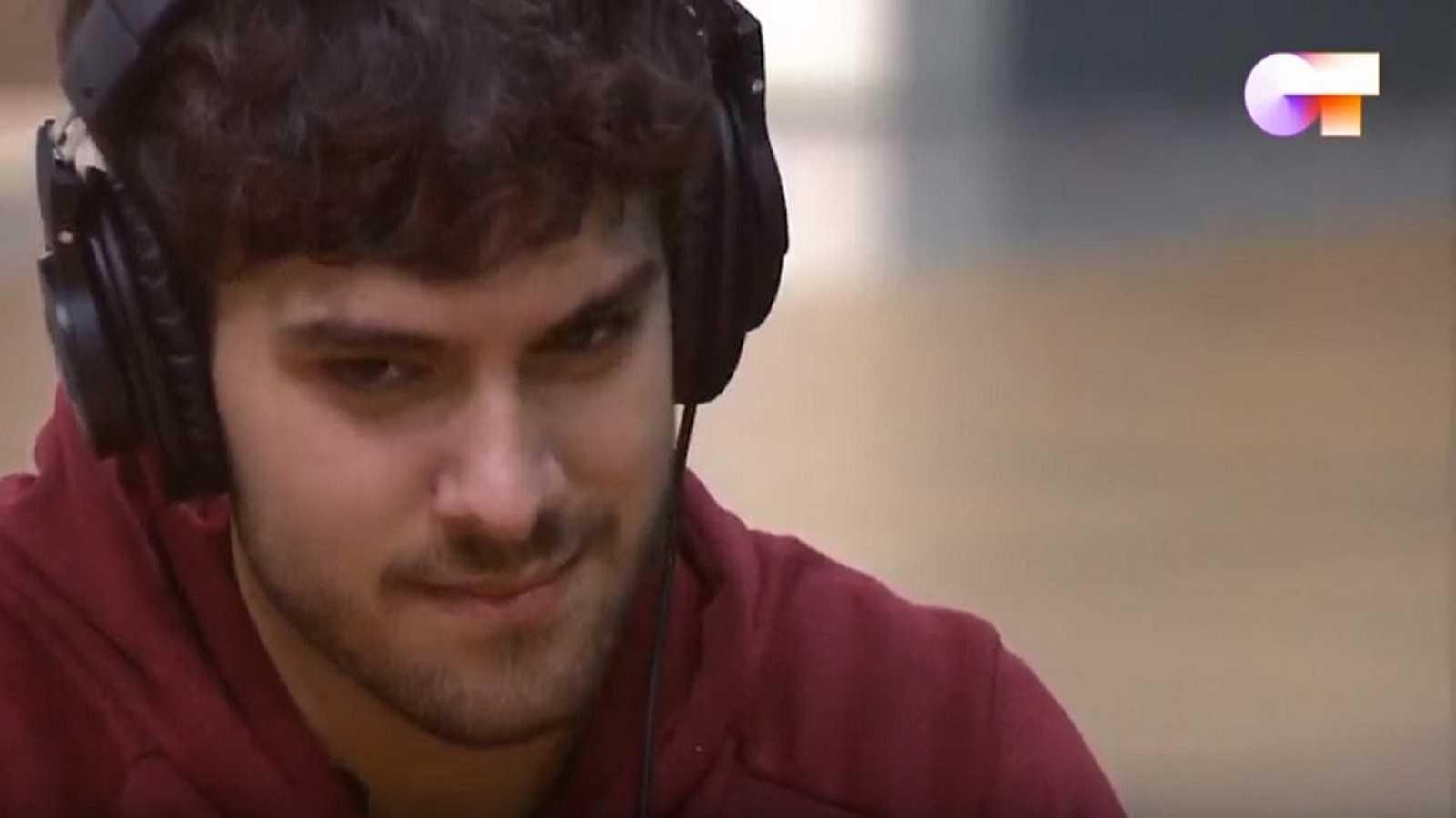 """Javy escucha por primera vez su canción """"Qué sabrá Neruda"""""""