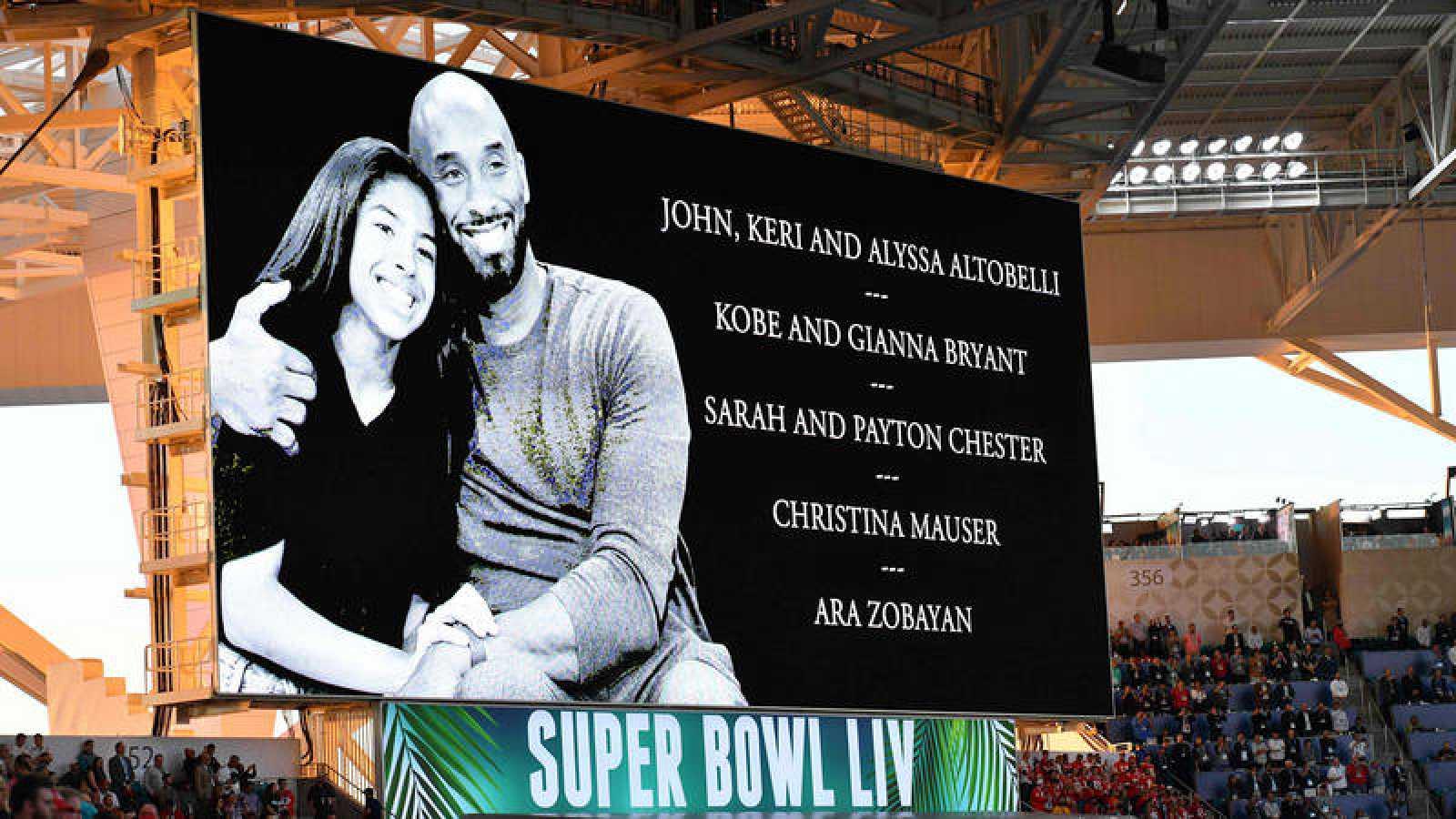 Kobe Bryant y su hija Gianna, también homenajeados en la Super Bowl.