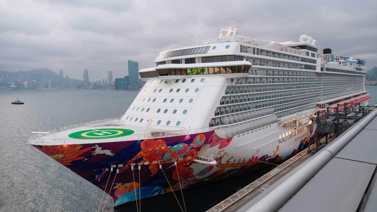 Fotografía del crucero 'World Dream', que fue retenido al entrar en Taiwán.