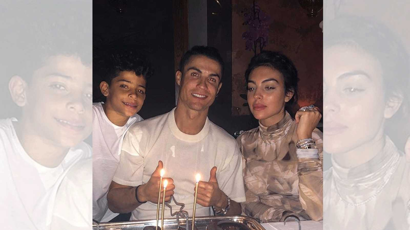 Cristiano Ronaldo, su hijo y Georgina Rodríguez posan en el cumpleaños de CR7