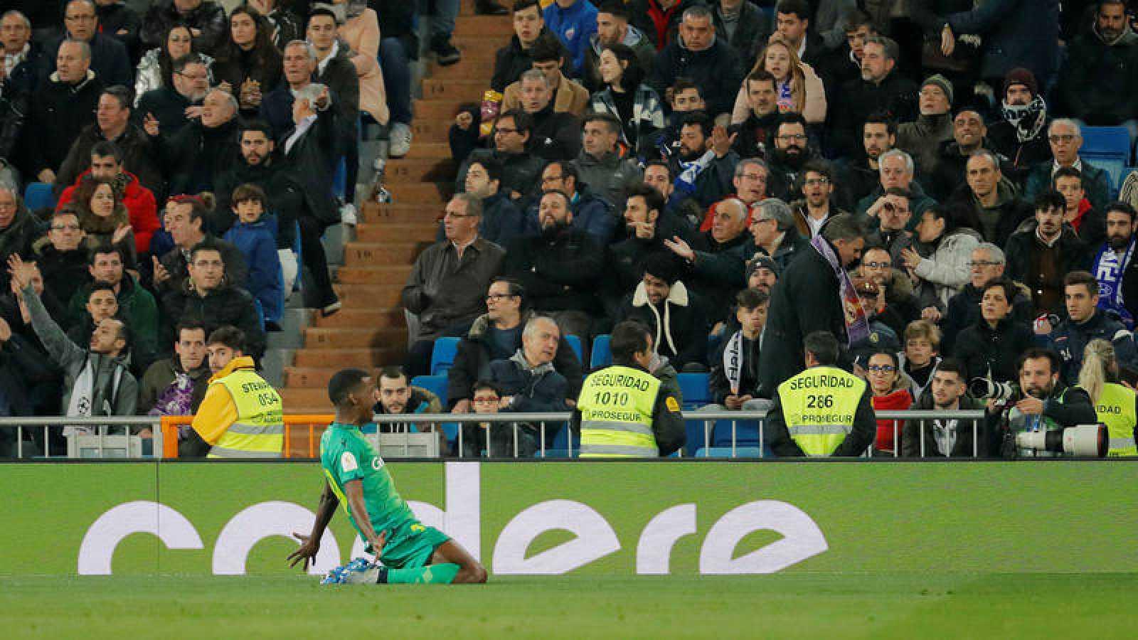 El delantero sueco Alexander Isak celebra su segundo gol ante el Real Madrid en el Santiago Bernabéu.