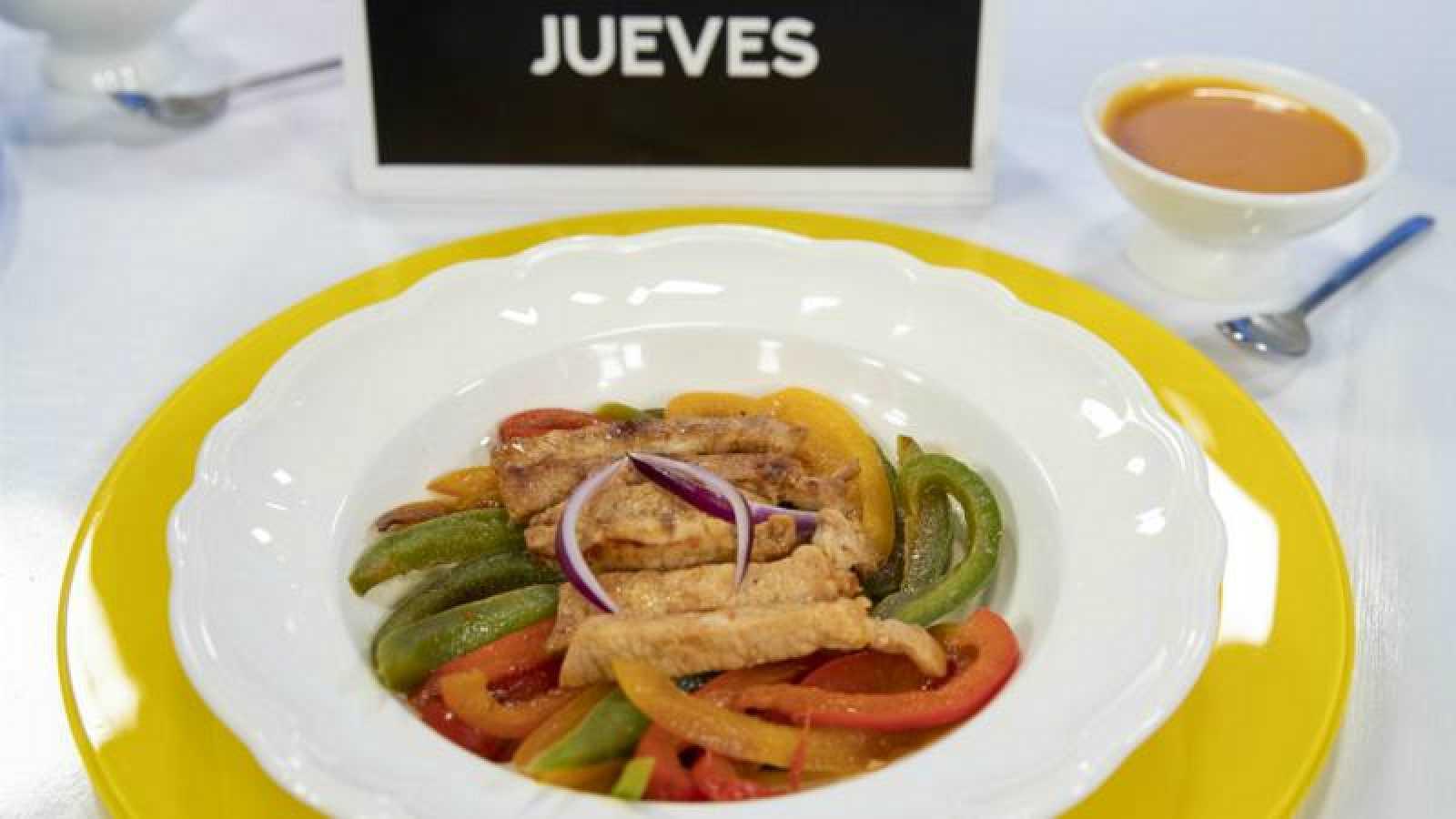 Cerdo con salsa mostaza y zanahoria con pimientos