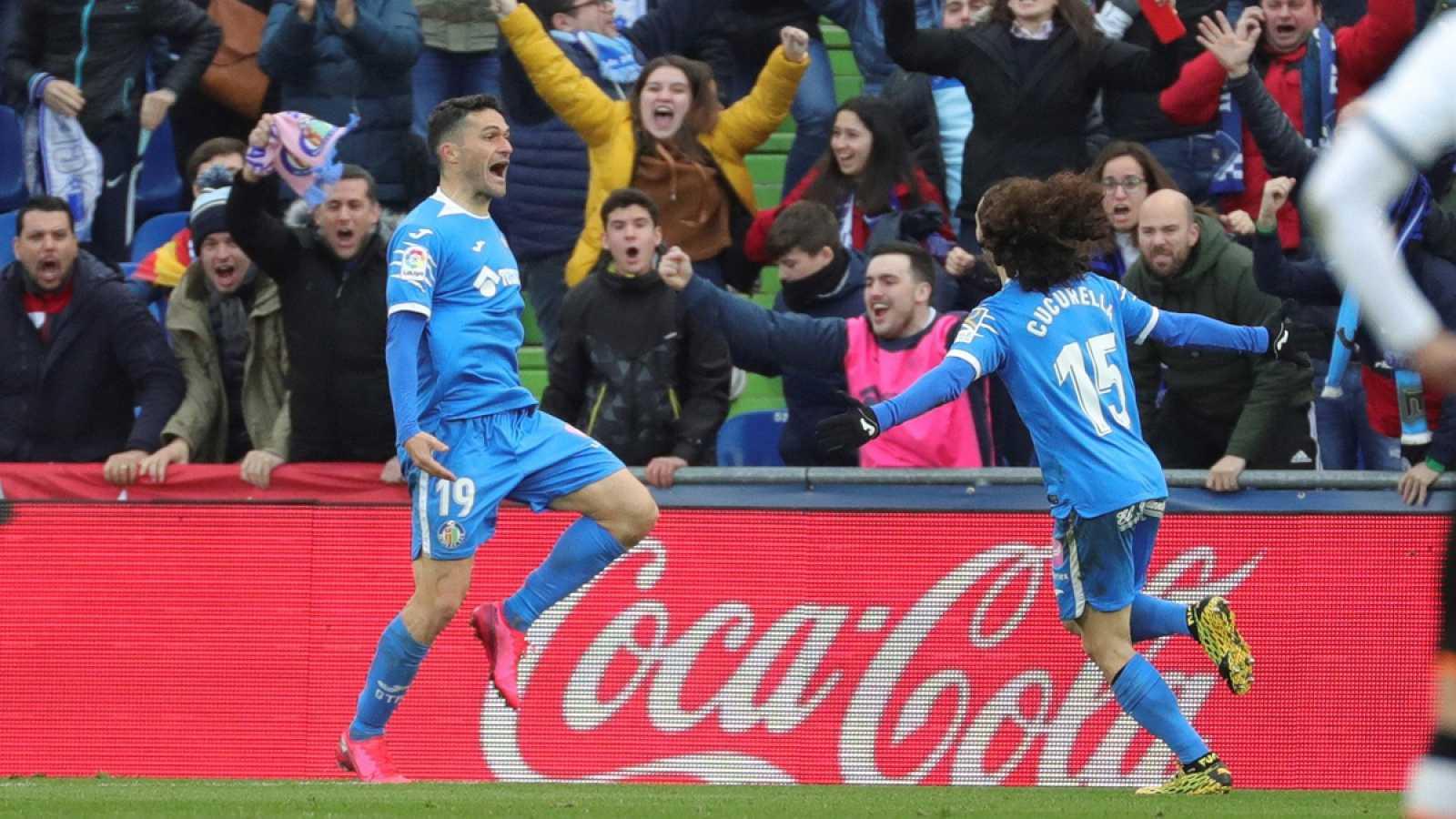 Jorge Molina (c) celebra con Cucurella (d)