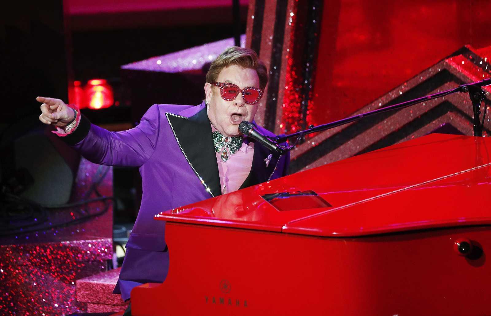 John ha interpretado '(I'm Gonna) Love Me Again', de 'Rocketman', durante la gala.