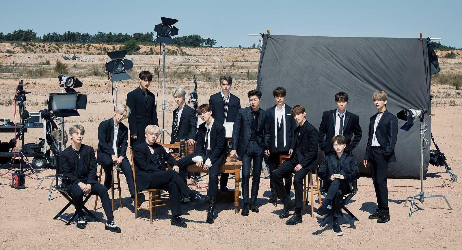 Los 13 miembros del grupo de música coreano Seventeen en el cartel oficial ed la gira 'Ode to You'