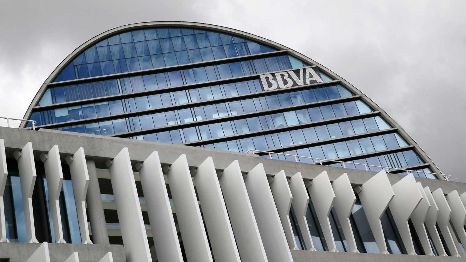Fachada de la sede corporativa del BBVA en Madrid.