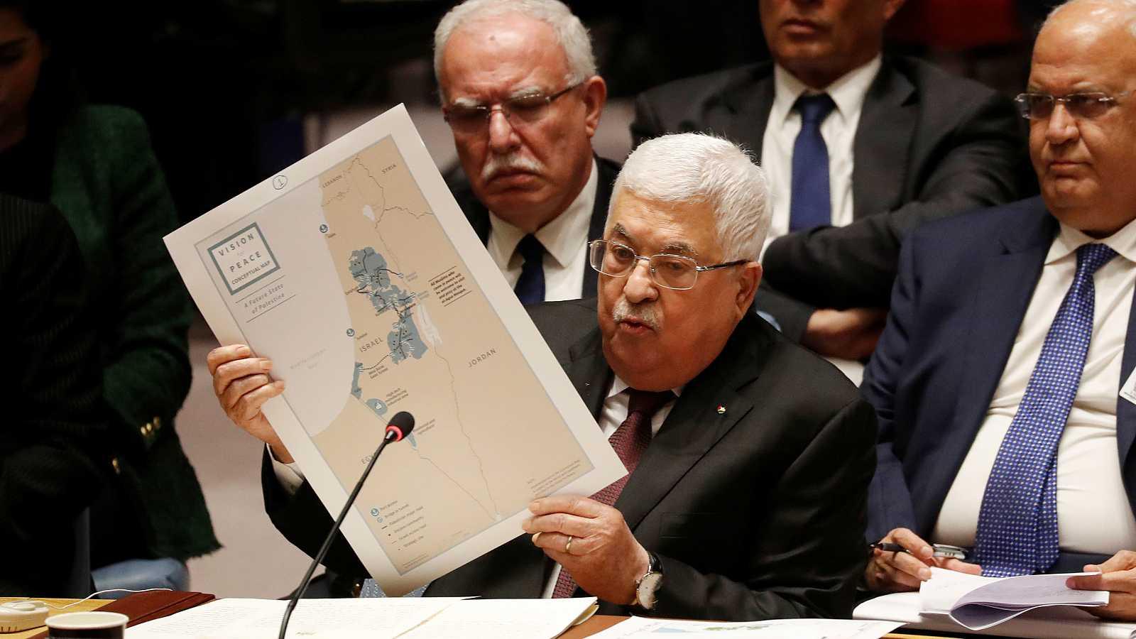Mahmud Abás muestra un mapa de Palestina durante la reunión con el Consejo de Seguridad de la ONU