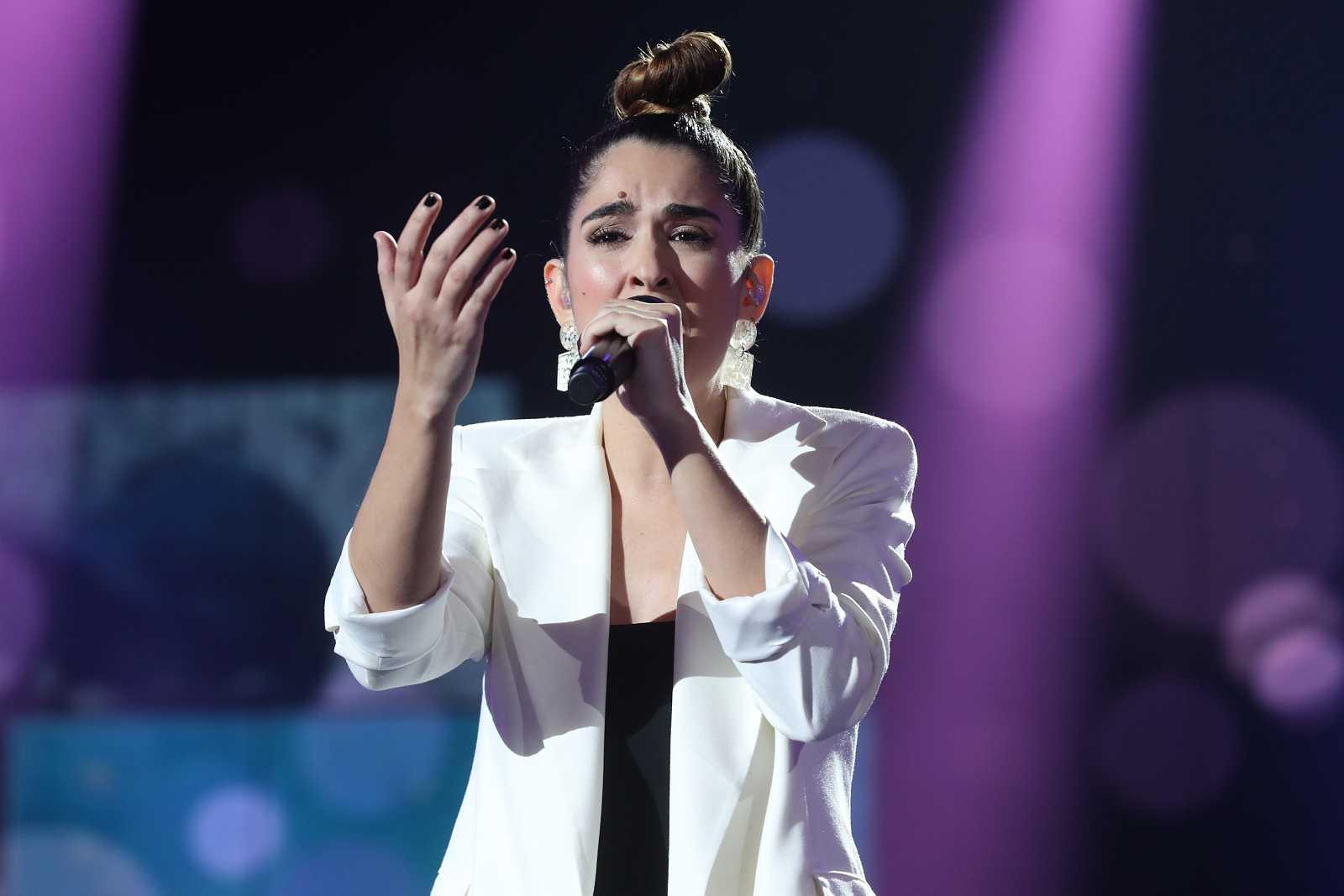 Anaju cantando durante la gala 4 de Operación Triunfo
