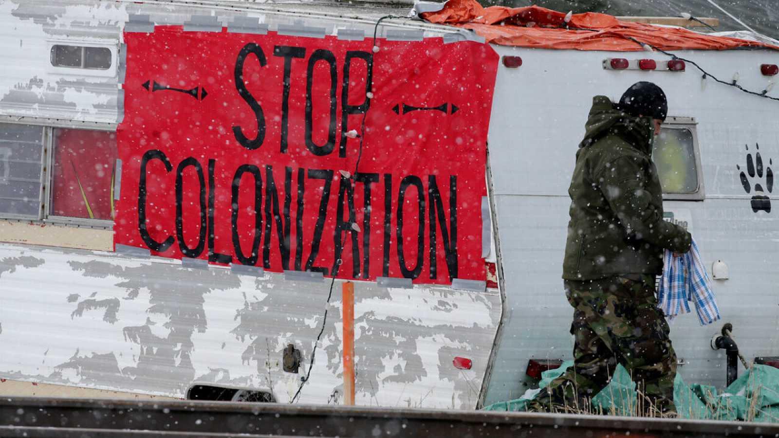 La tribu de los wet'suwet'en y sus partidarios llevan semanas bloqueando el acceso de trabajadores que tienen que participar en la construcción del gasoducto Coastal GasLink.