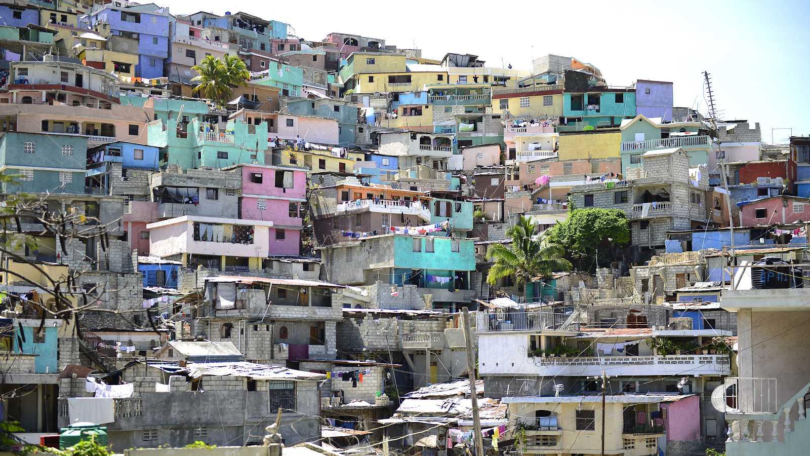 Casas apiladas en Puerto Príncipe, Haití