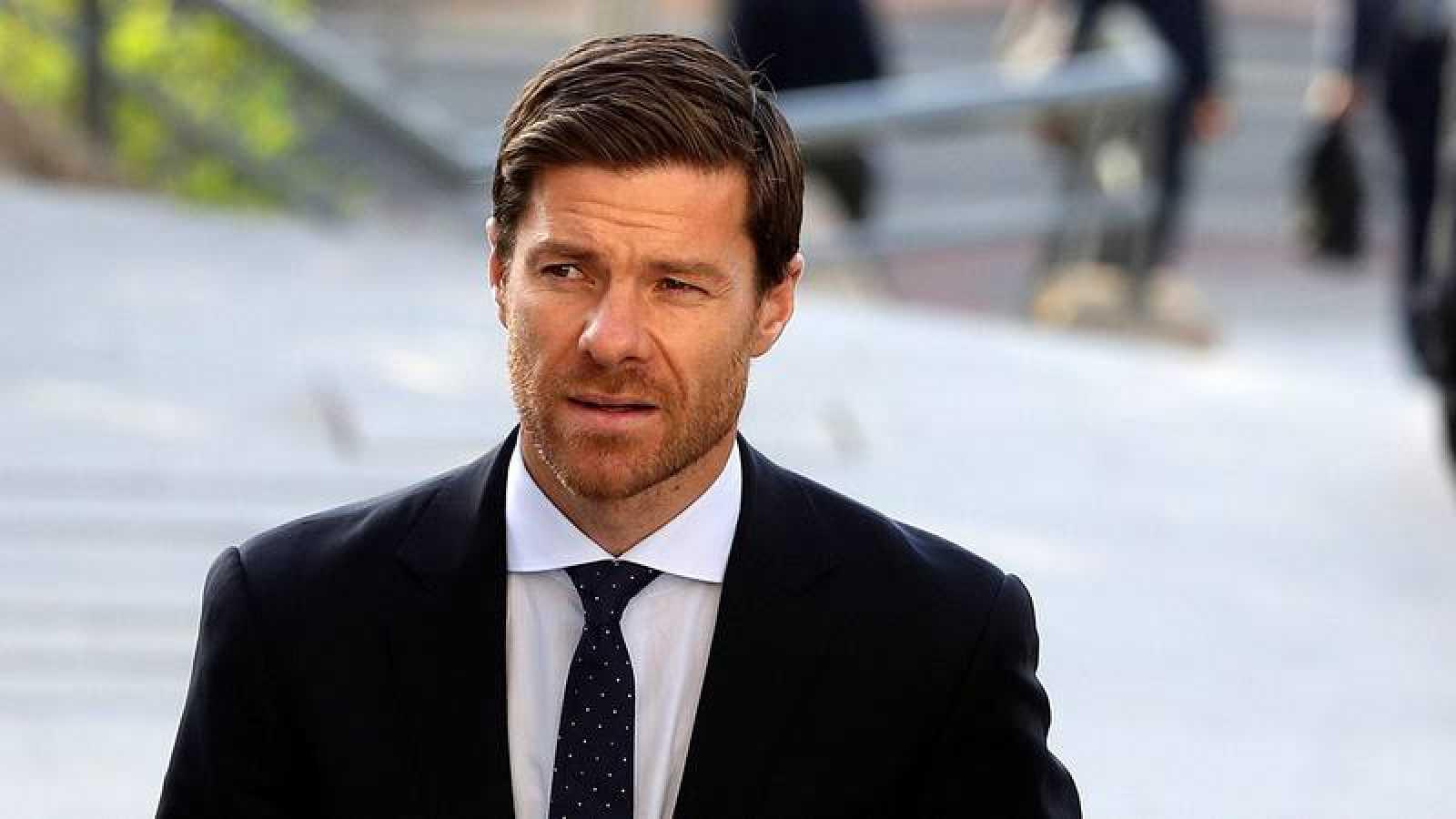 El exfutbolista español Xabi Alonso llega a la Audiencia Provincial de Madrid.