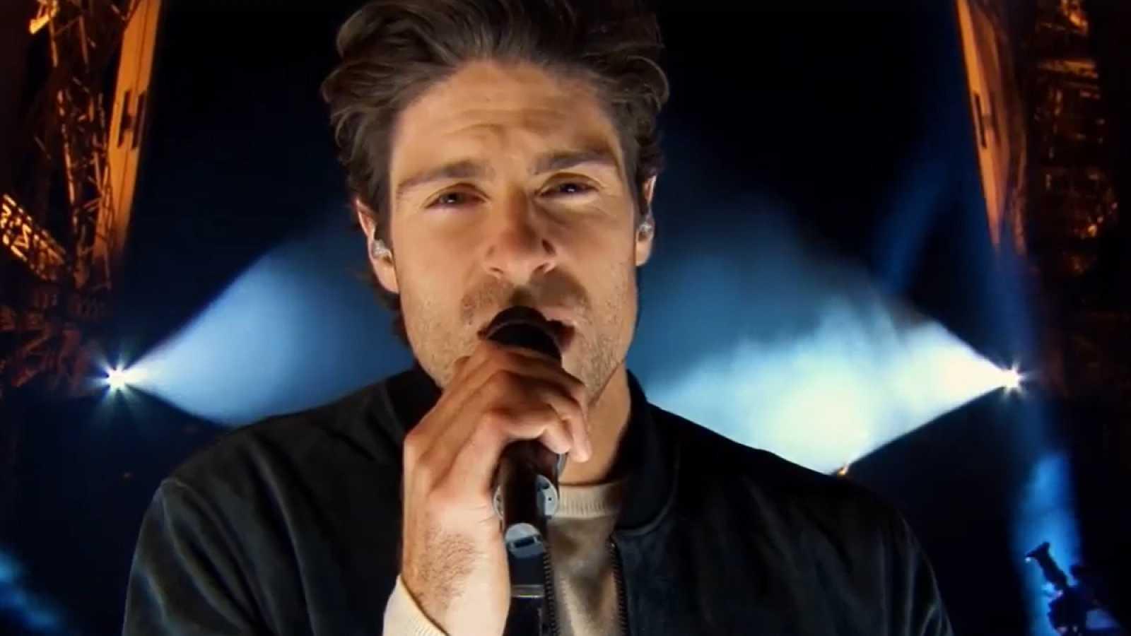 """Tom Leeb, candidato de Francia en Eurovisión 2020, estrena su canción """"The best in me"""" en la Torre Eiffel de París"""