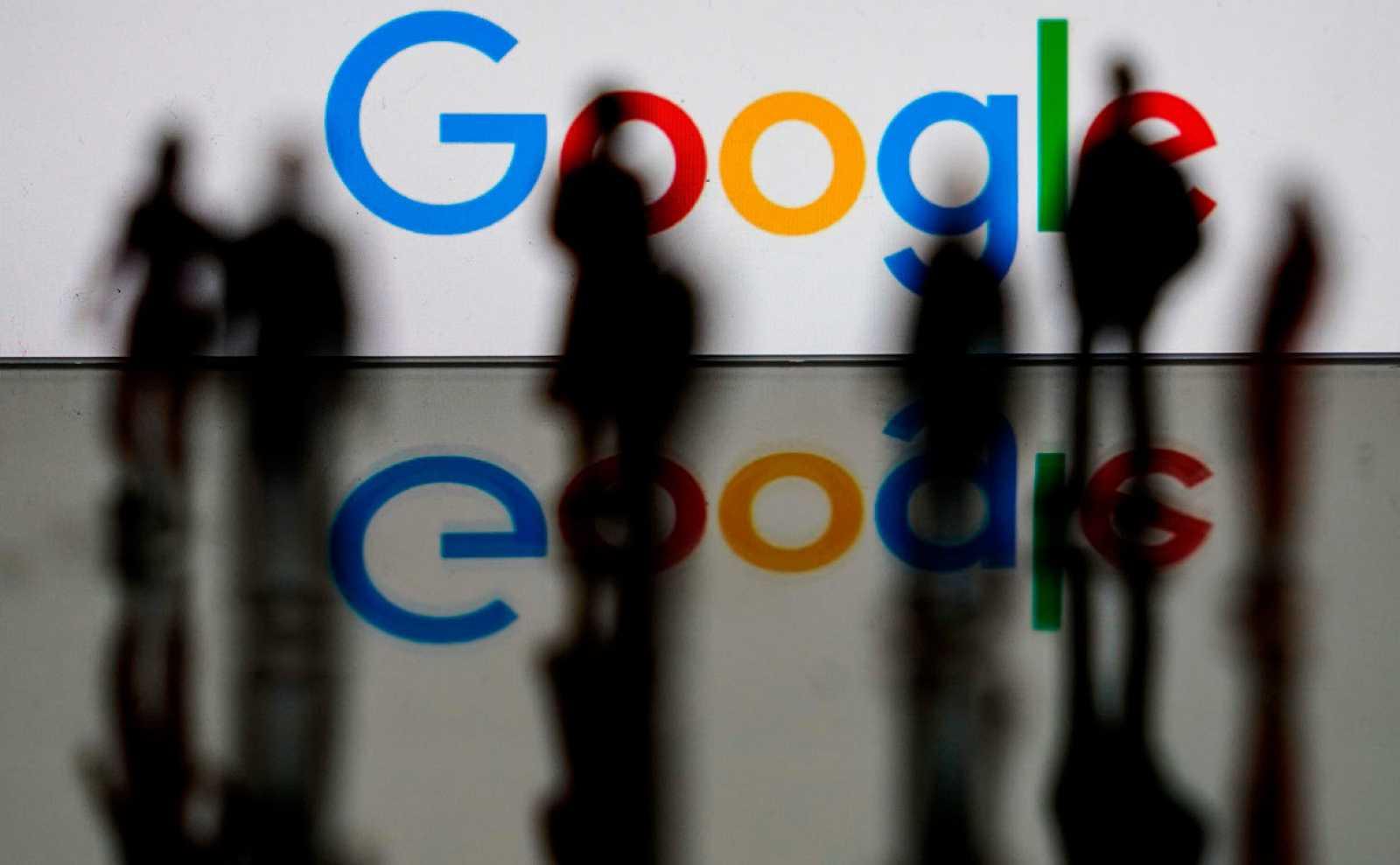 Logotipo de Google, la empresa multinacional estadounidense de tecnología y servicios relacionados con Internet, en Bruselas.