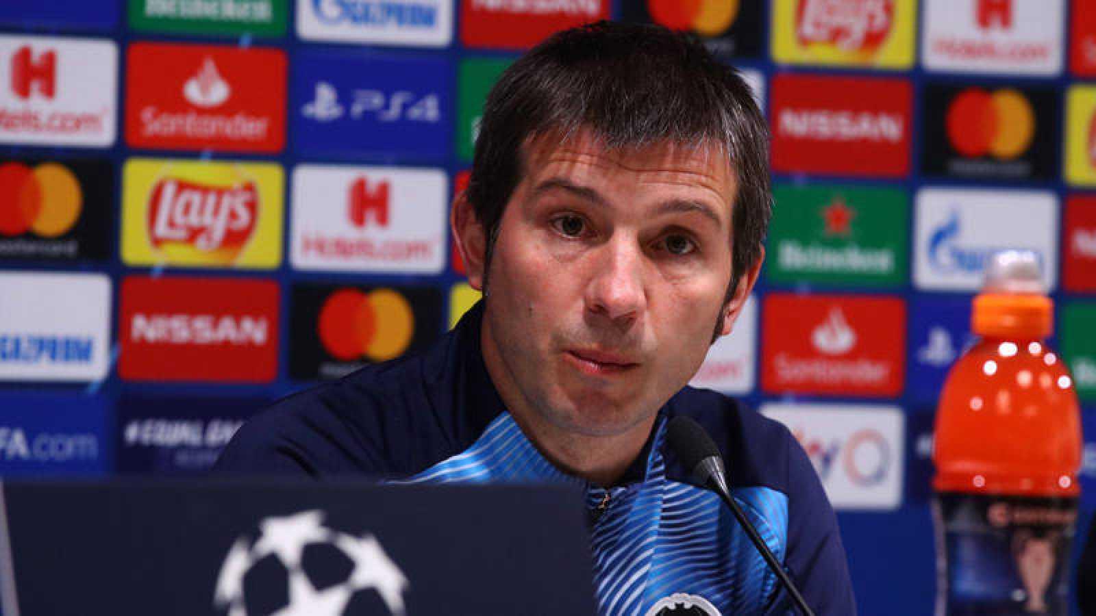 El entrenador del Valencia, Albert Celades en rueda de prensa.