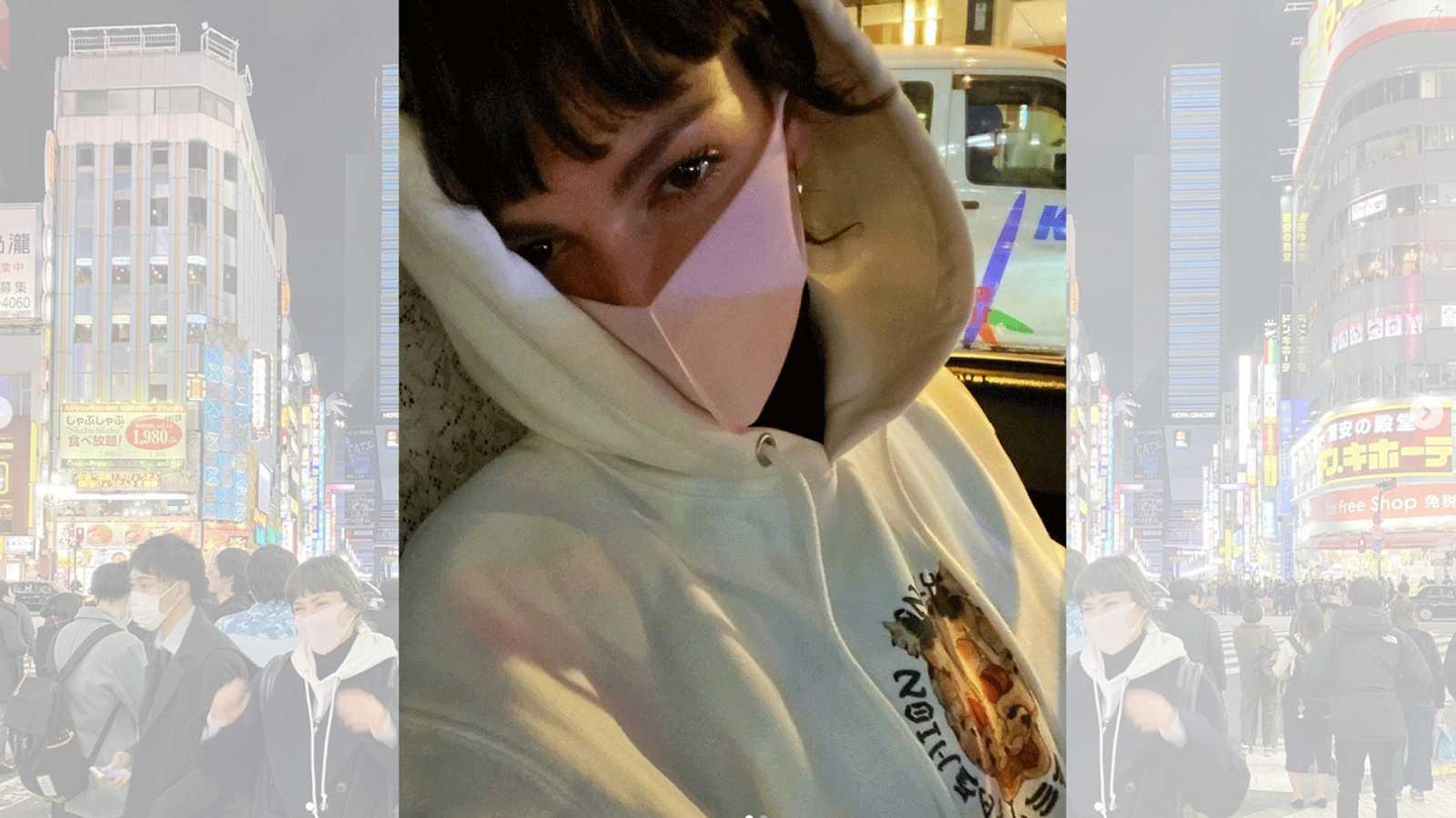 Úrsula Corberó ha publicado en redes sociales una foto en la que aparece en Tokio con mascarilla en plena alerta internacional por el coronavirus