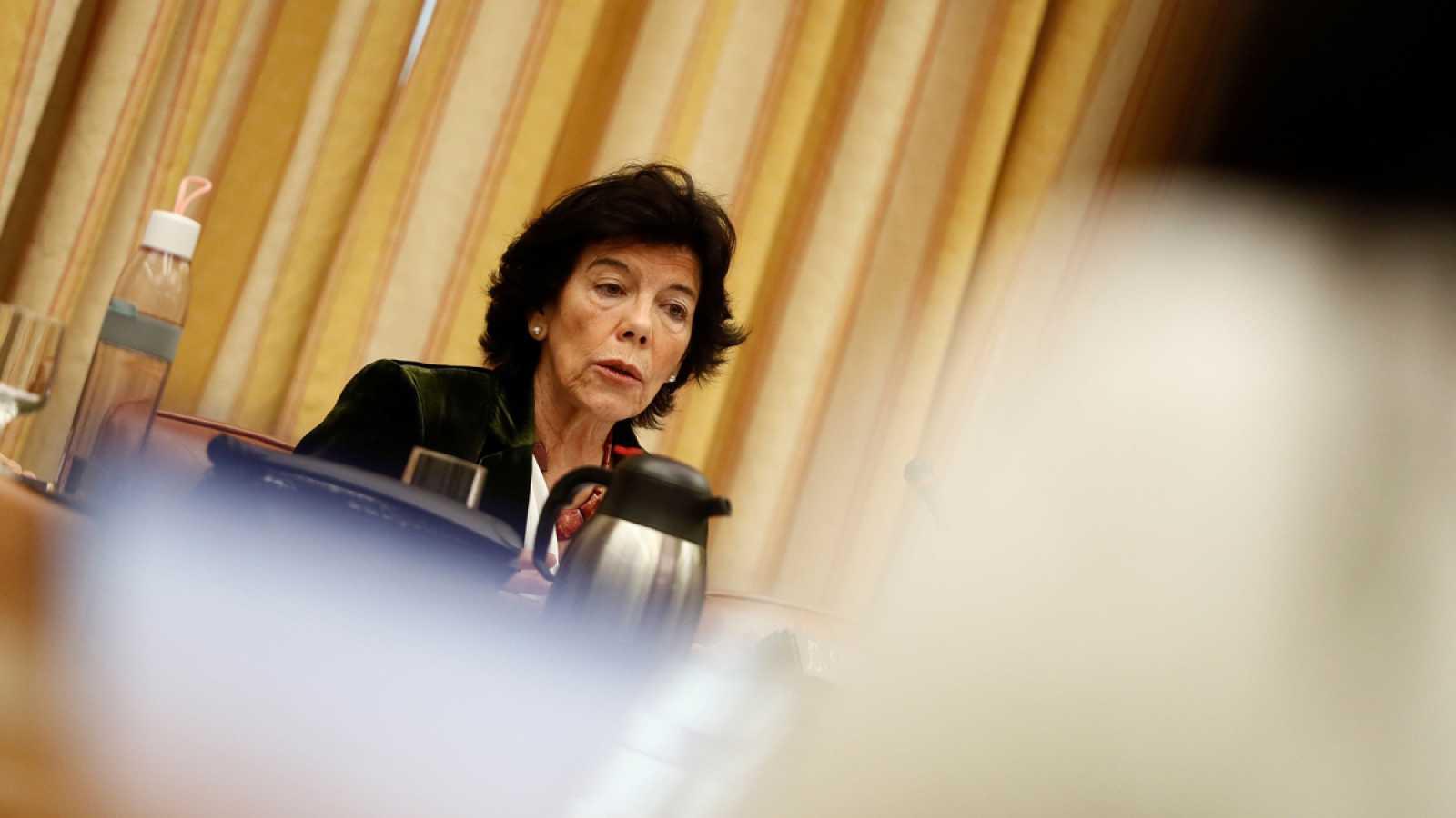 La ministra de Educación, Isabel Celaá, durante su comparecencia en la Comisión del Congreso